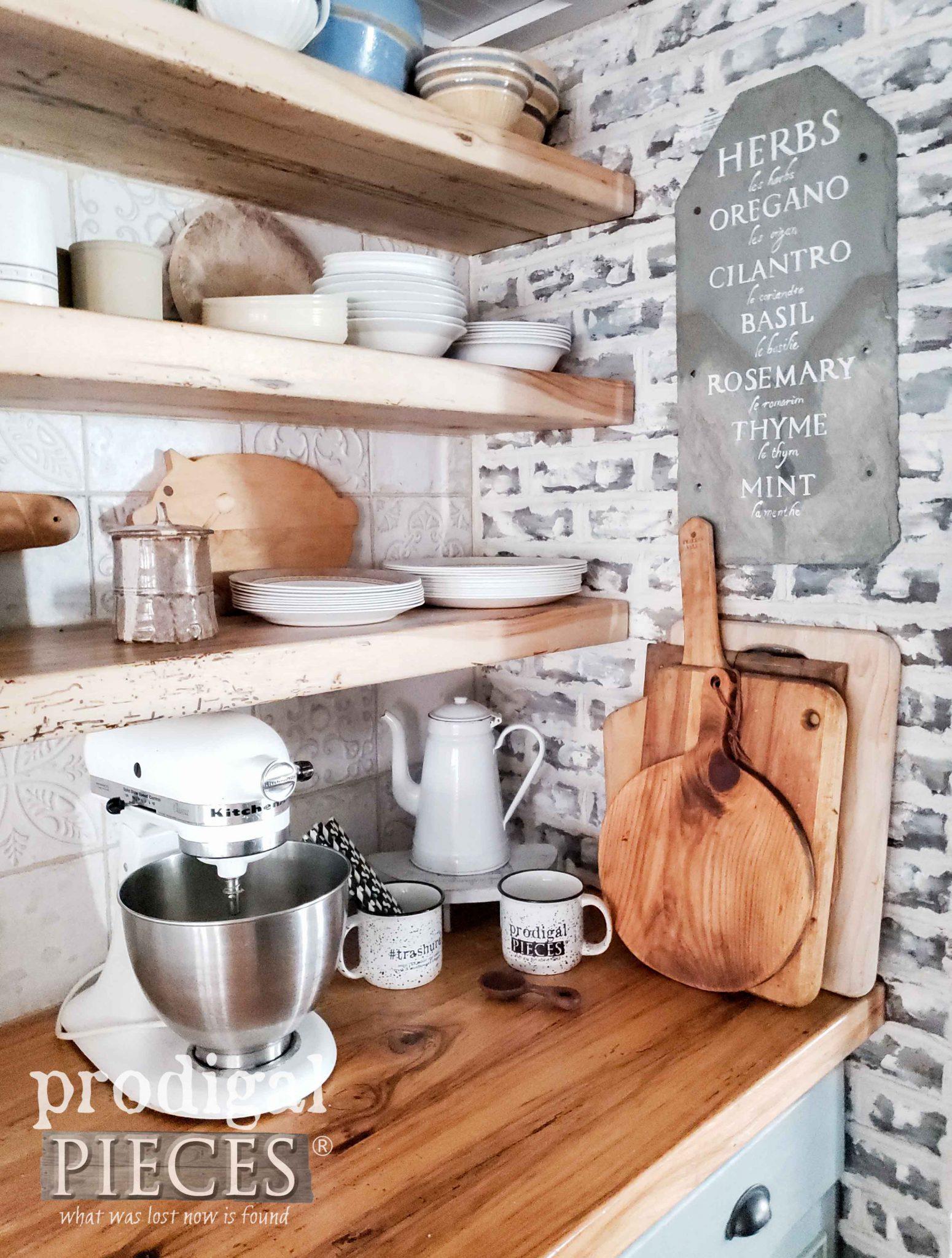 Handmade Farmhouse Kitchen Decor by Larissa of Prodigal Pieces | prodigalpieces.com #prodigalpieces #diy #farmhouse #home #homedecor