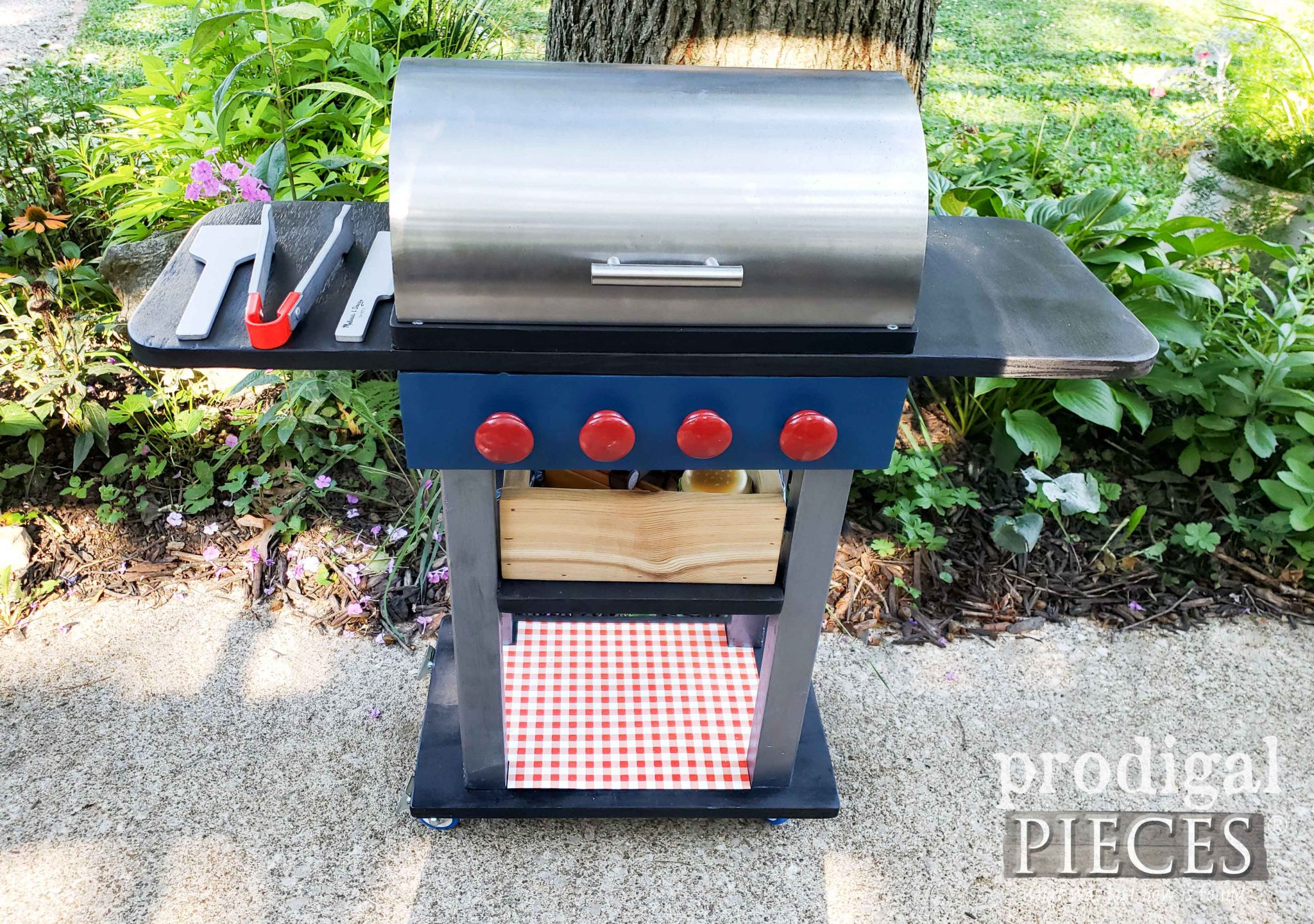 Kids Toy Grill Set with Wooden Food by Larissa of Prodigal Pieces | DIY fun at prodigalpieces.com #prodigalpieces #diy #handmade #toys #kids #home