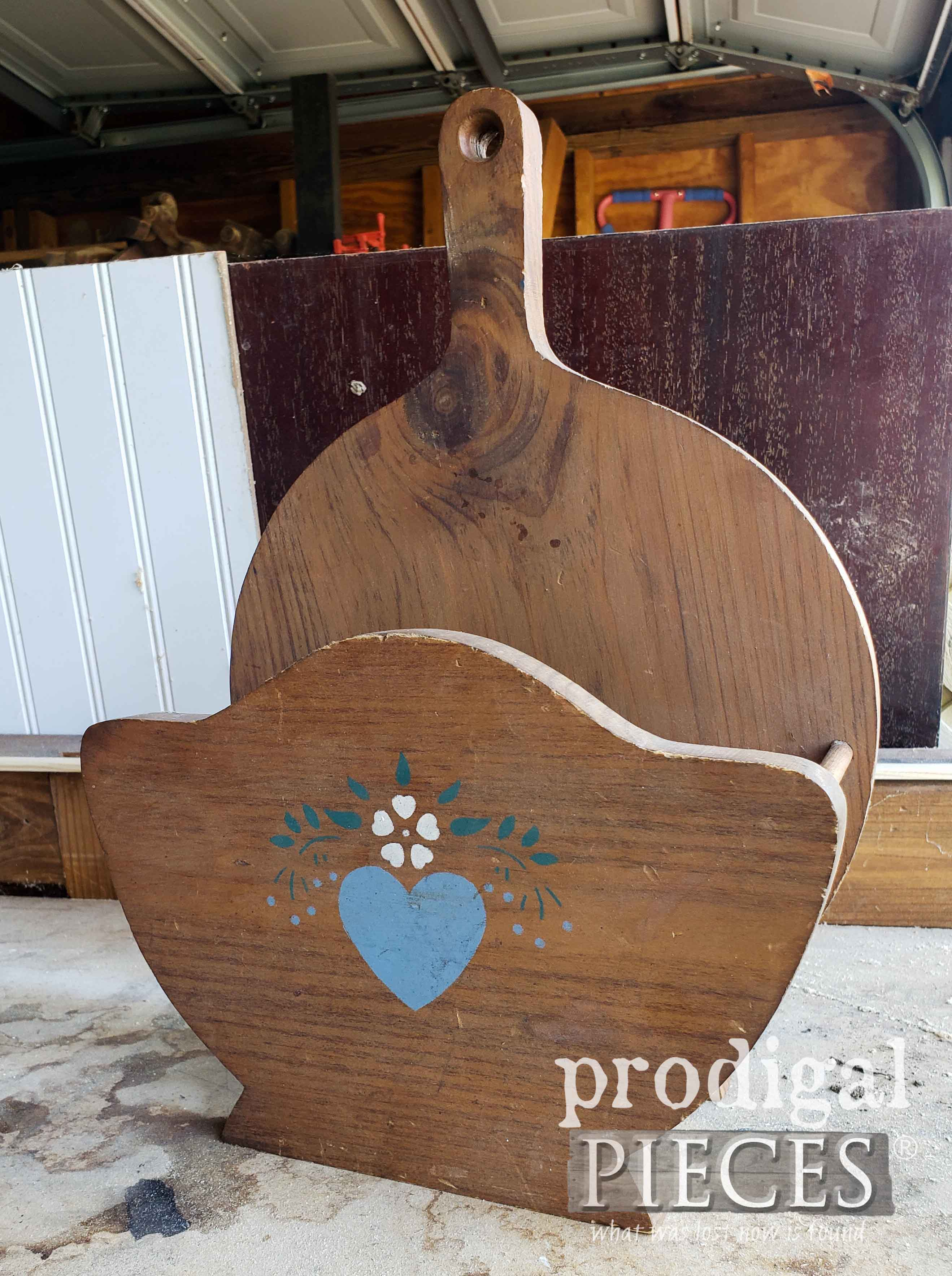 Vintage Paper Plate Holder Before Upcycle by Larissa of Prodigal Pieces | prodigalpieces.com