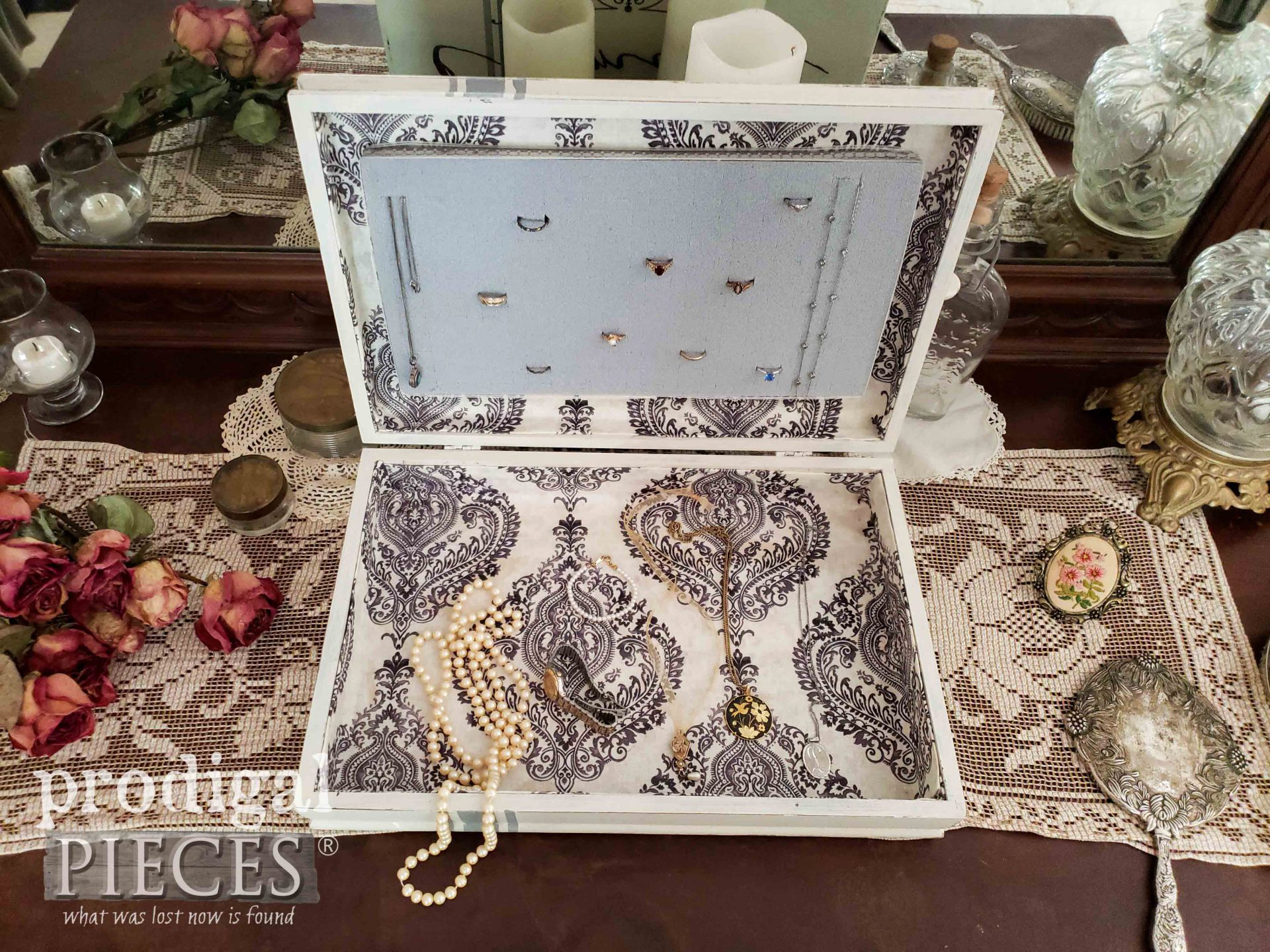 DIY Jewelry Box from Upcycled Silverware Box by Prodigal Pieces | prodigalpieces.com #prodigalpieces #farmhouse #home #jewelry #homedecor #diy