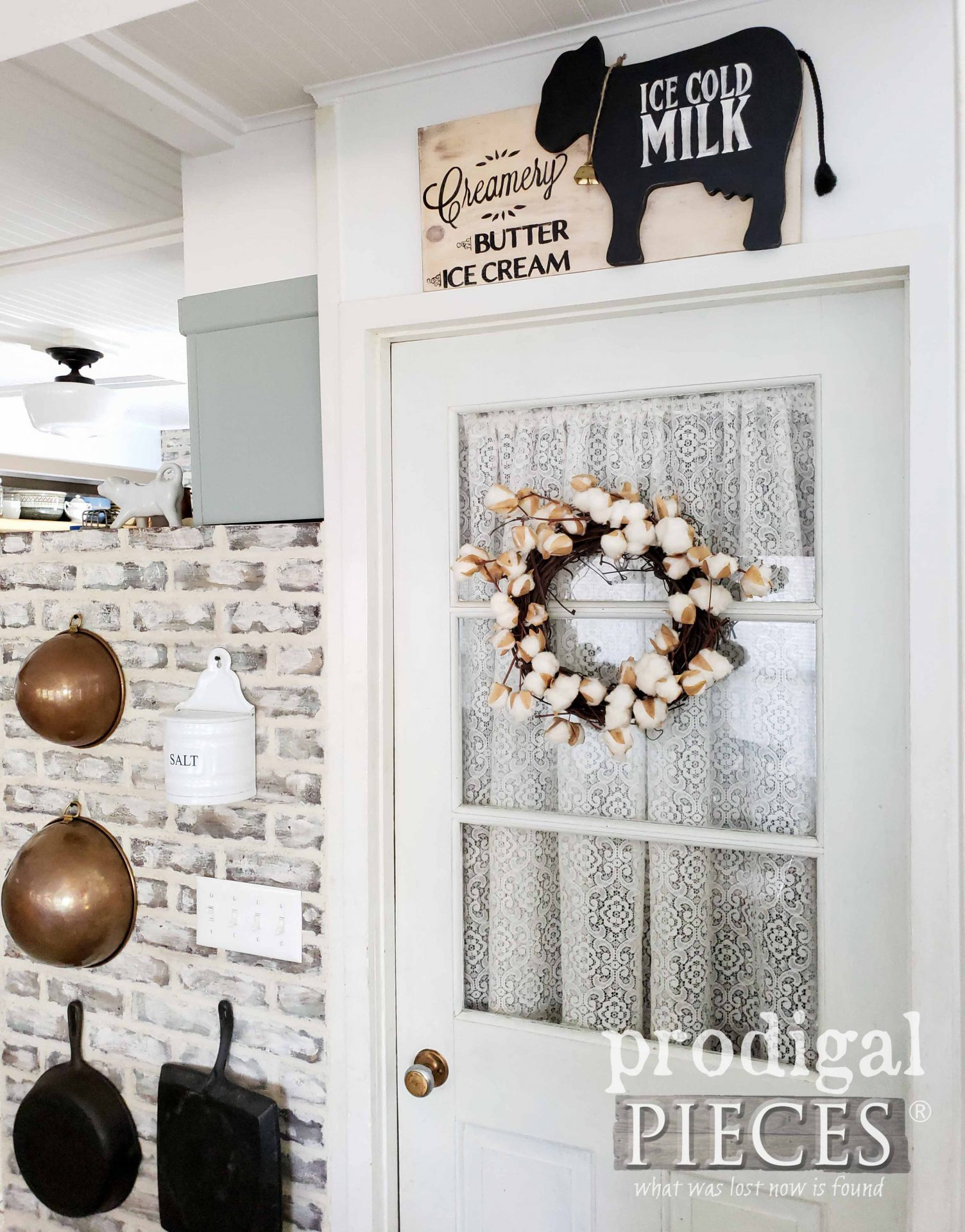 DIY Rustic Farmhouse Decor Created from Reclaimed Parts by Larissa of Prodigal Pieces | prodigalpieces.com #prodigalpieces #home #farmhouse #kitchen #homedecor