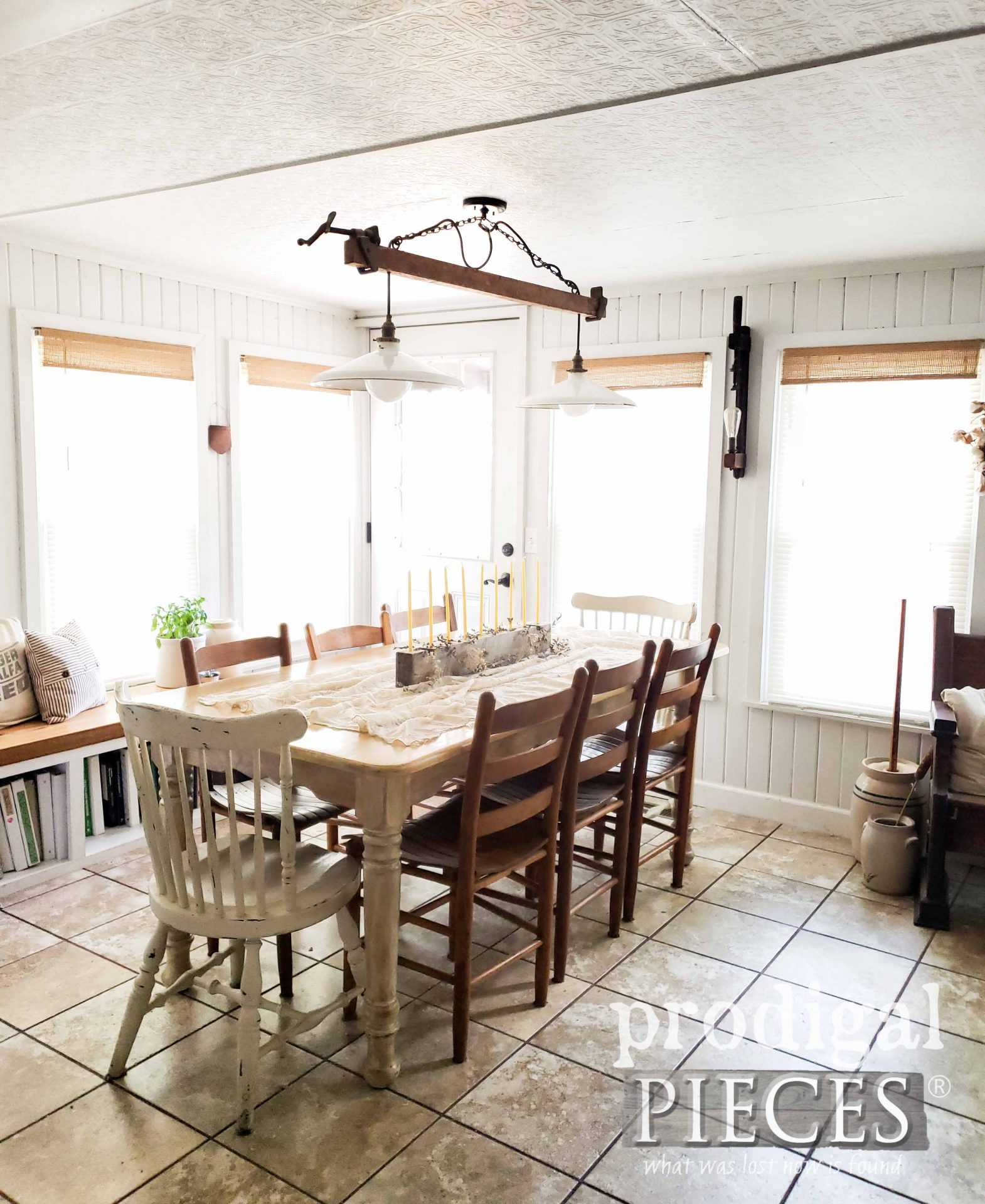 DIY Rustic Farmhouse Dining Room with Handmade Decor by Larissa of Prodigal Pieces | prodigalpieces.com #prodigalpieces #handmade #home #diningroom #homedecor #farmhouse