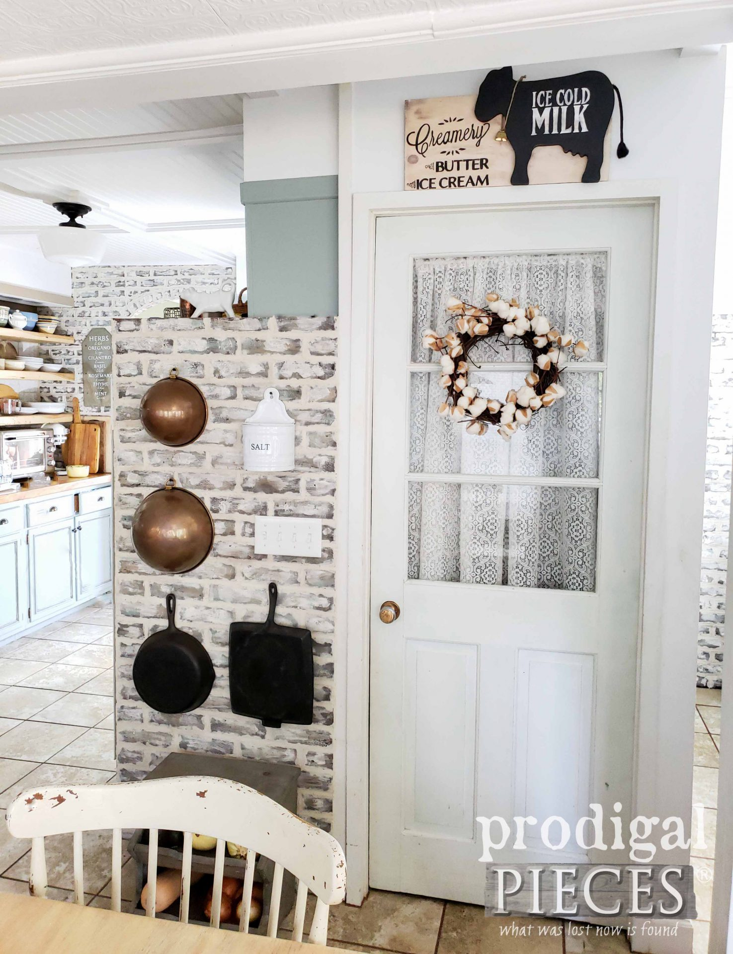 Farmhouse Style Kitchen with Handmade Decor by Larissa of Prodigal Pieces | prodigalpieces.com #prodigalpieces #handmade #farmhouse #home #diy #homedecor