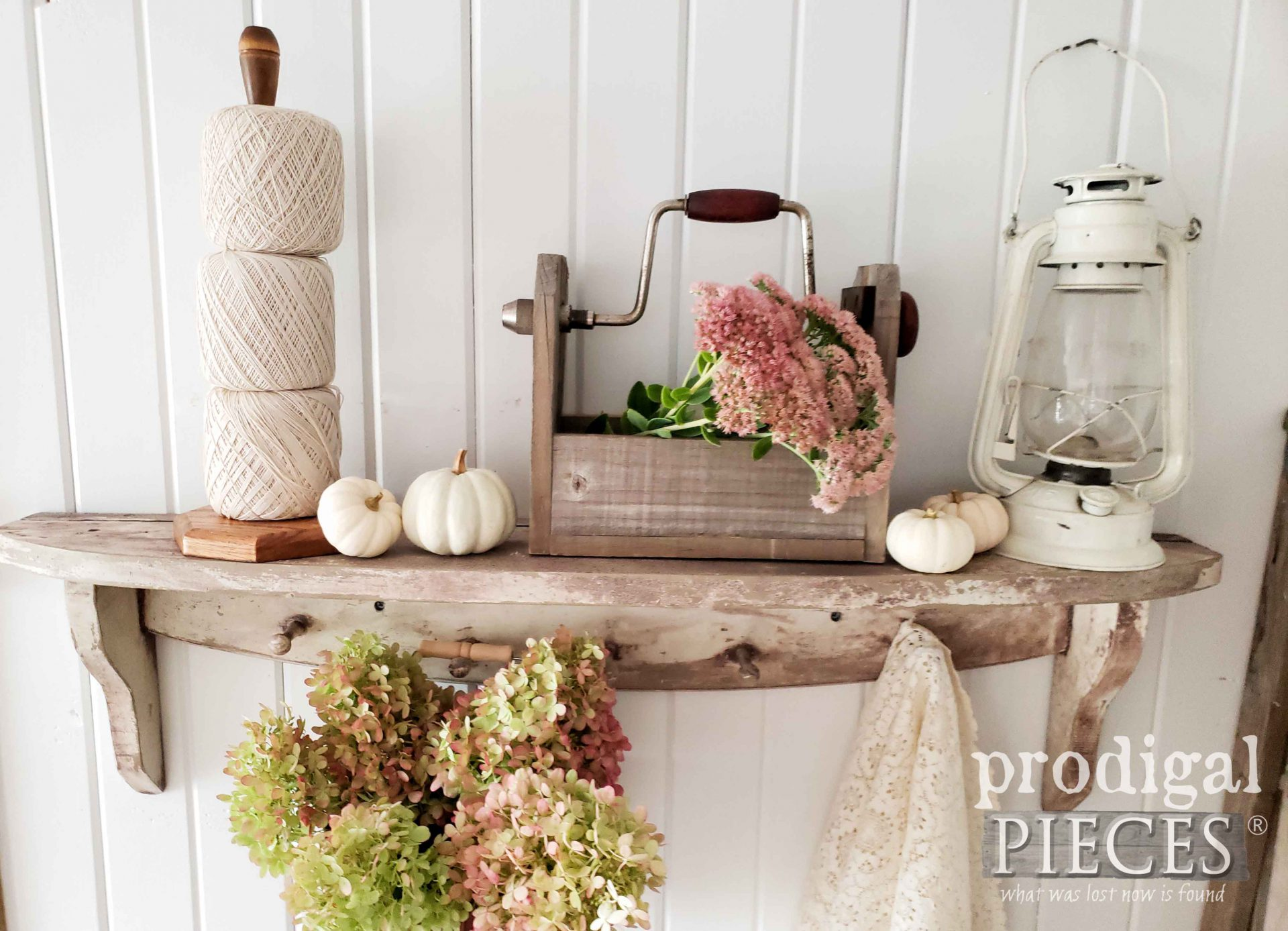 Handmade Farmhouse Fall Vignette by Larissa of Prodigal Pieces with video demo | prodigalpieces.com #prodigalpieces #farmhouse #homedecor #handmade #fall #home