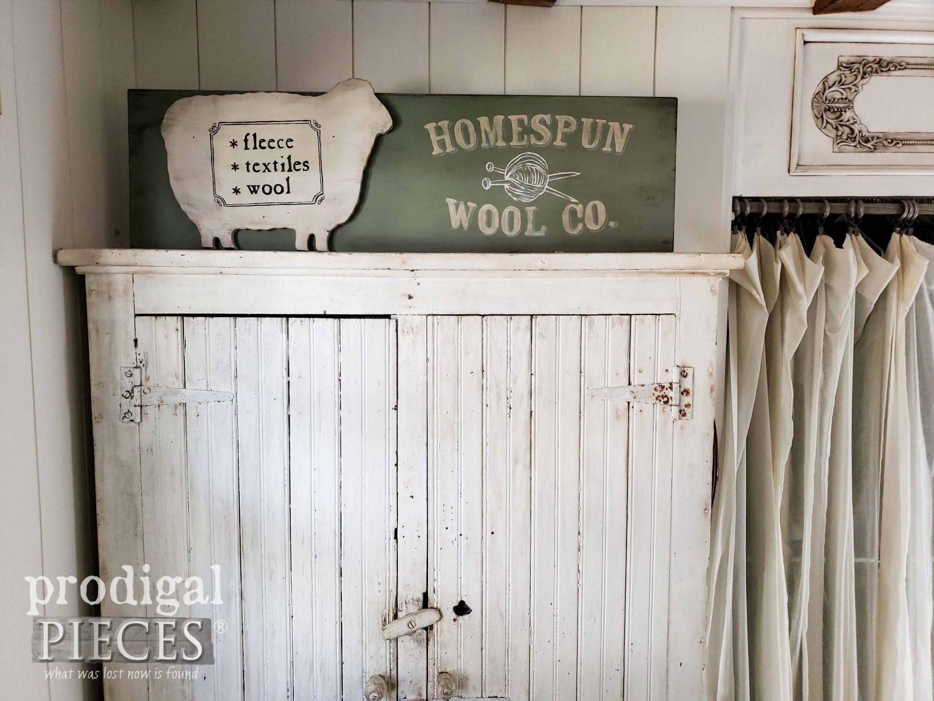 Homespun Wool Co. Farmhouse Sign Tutorial by Larissa of Prodigal Pieces | prodigalpieces.com #prodigalpieces #farmhouse #home #diy #homedecor
