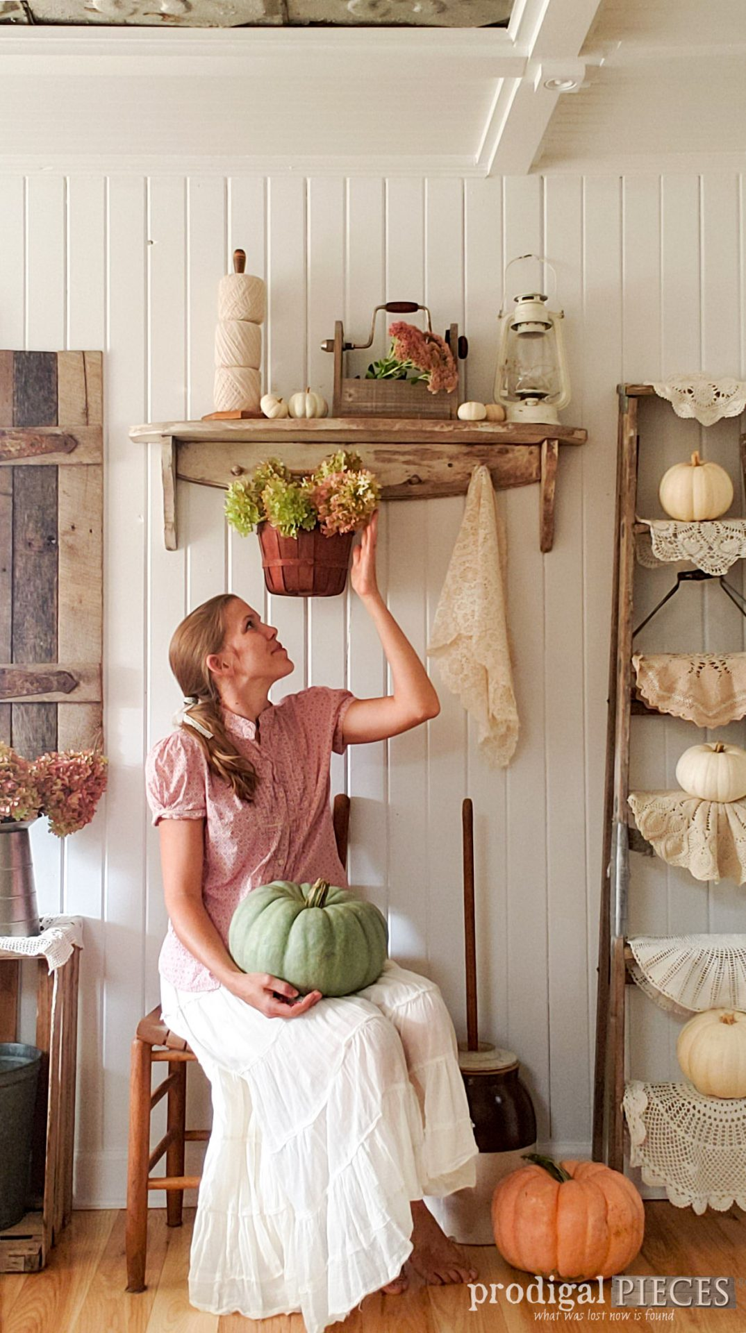 Larissa of Prodigal Pieces displays her DIY farmhouse fall vignette | video tutorial at prodigalpieces.com #prodigalpieces #diy #farmhouse #fall #home #homedecor #diy
