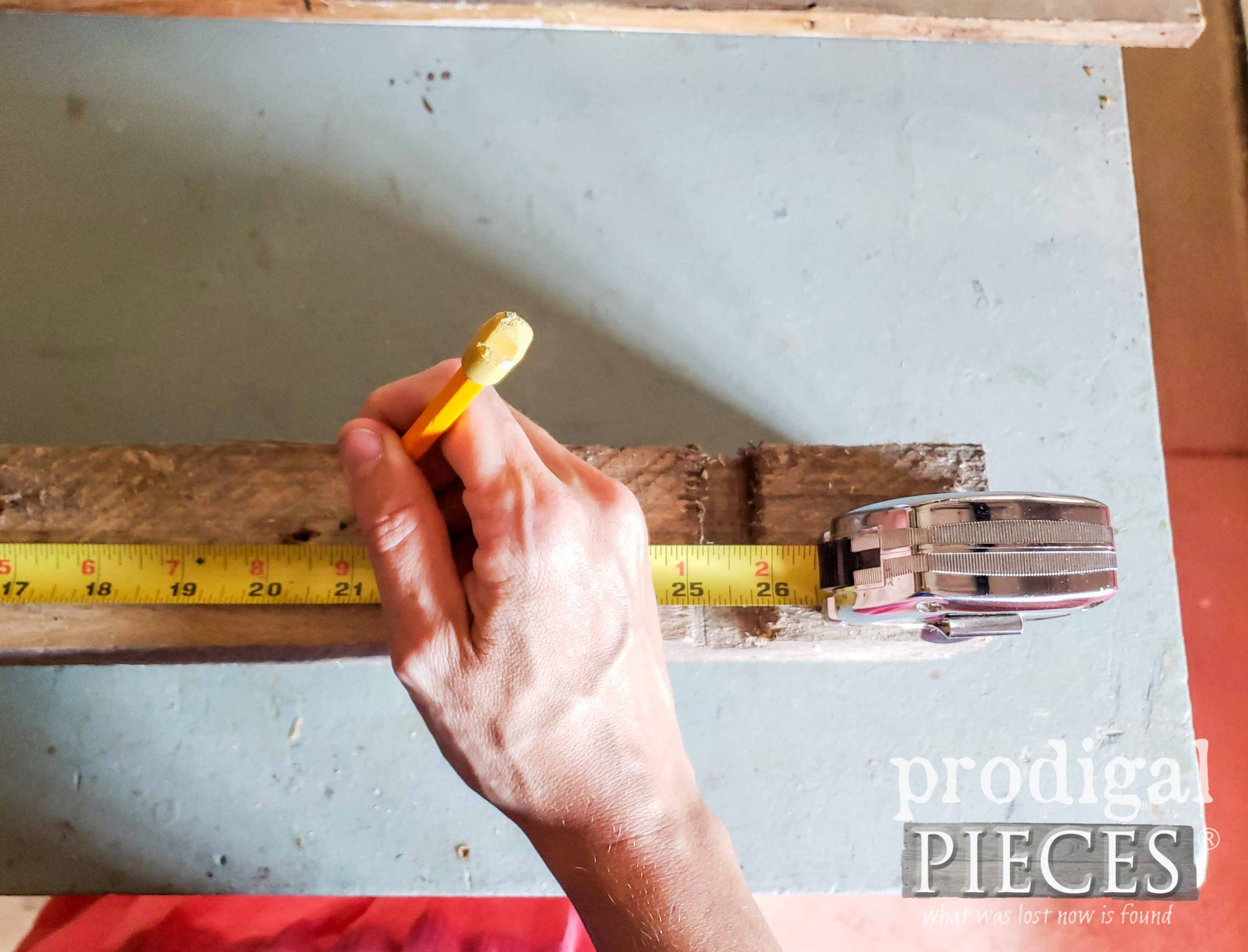 Measuring Pallet Wood for Candle Centerpiece | prodigalpieces.com