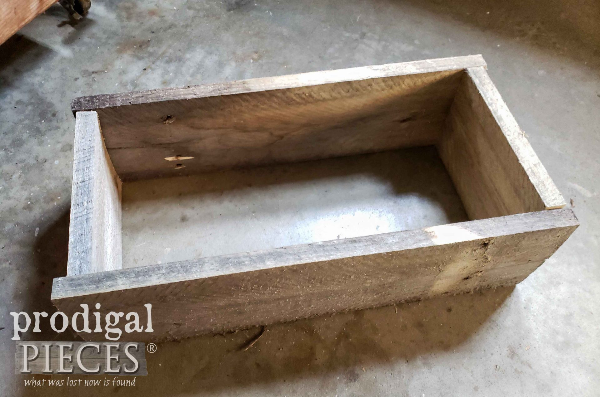 Upcycled Pallet Farmhouse Decor Wood Box | prodigalpieces.com