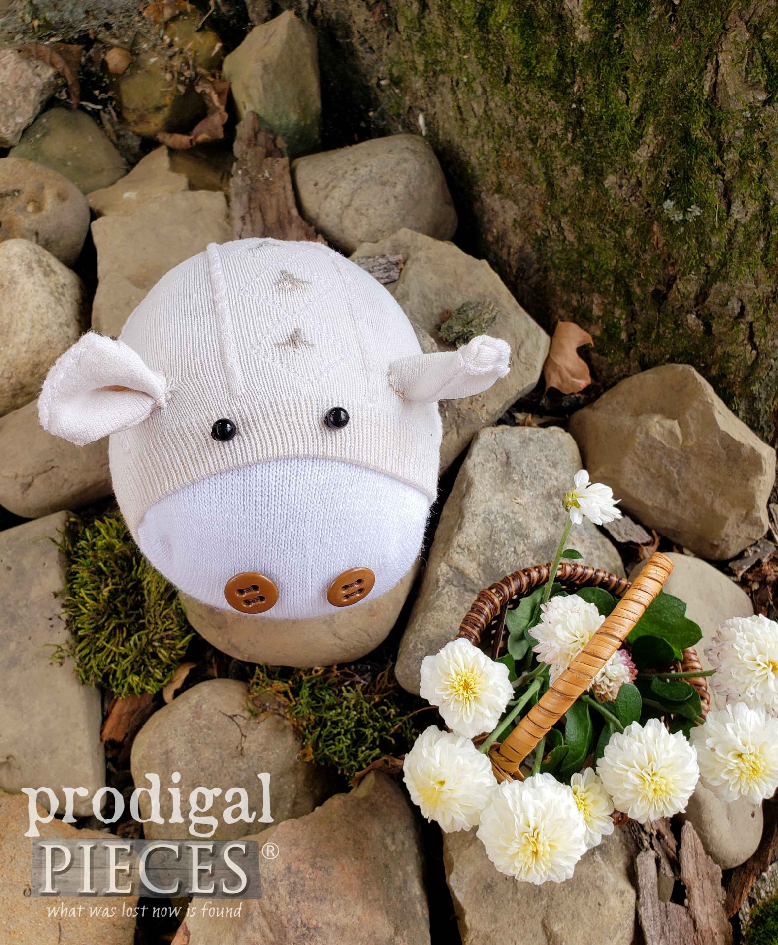 Adorably Sweet Sock Doll Pig by Larissa of Prodigal Pieces | prodigalpieces.com #prodigalpieces #doll #toy #giftidea #sewing