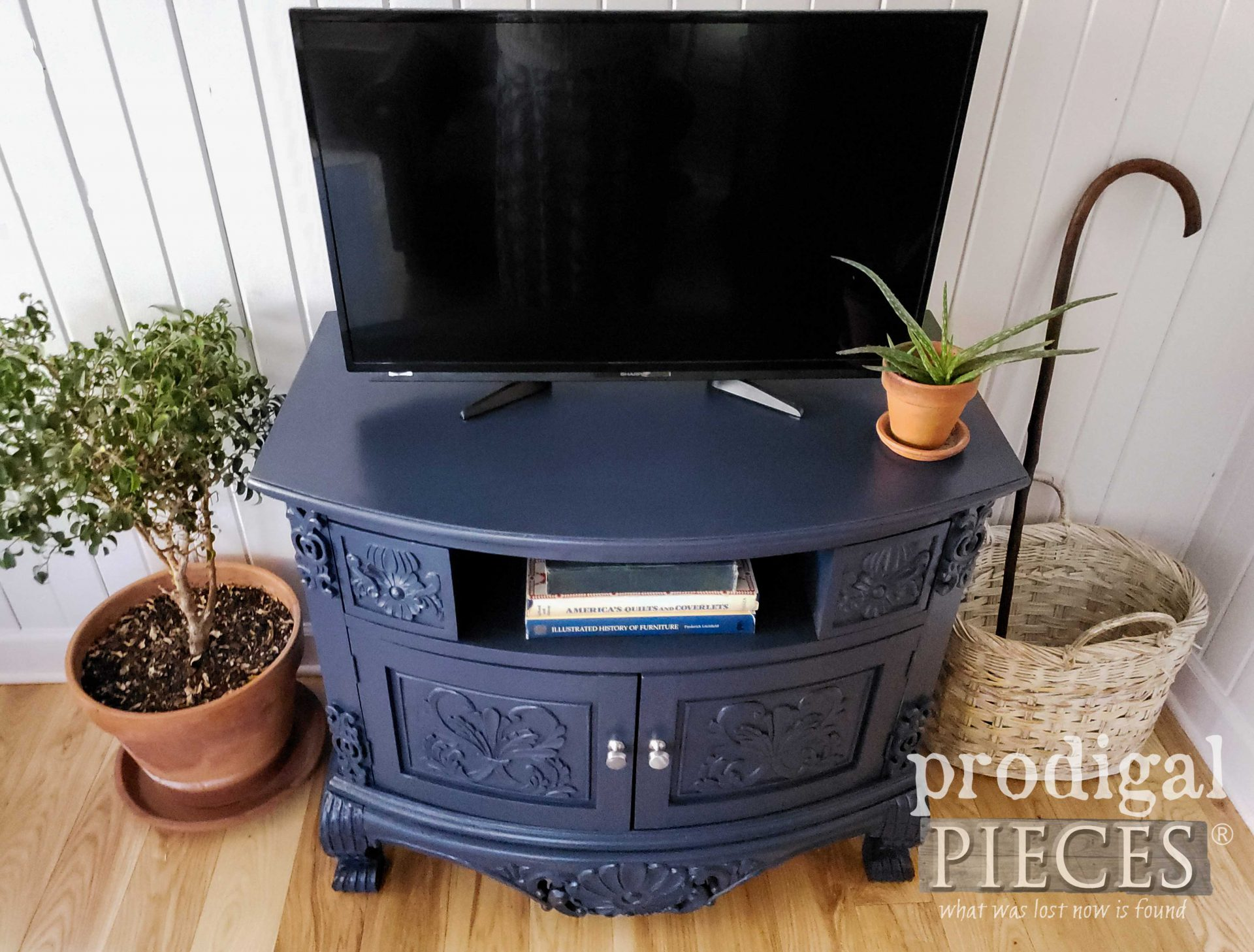 Navy Blue Painted Entertainment Stand Top by Larissa of Prodigal Pieces | prodigalpieces.com #prodigalpieces #home #homedecor #furniture #diy #blue