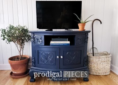 Featured Painted Entertainment Stand in Haley Navy Blue by Larissa of Prodigal Pieces | prodigalpieces.com #prodigalpieces #furniture #navyblue #home #diy #homedecor