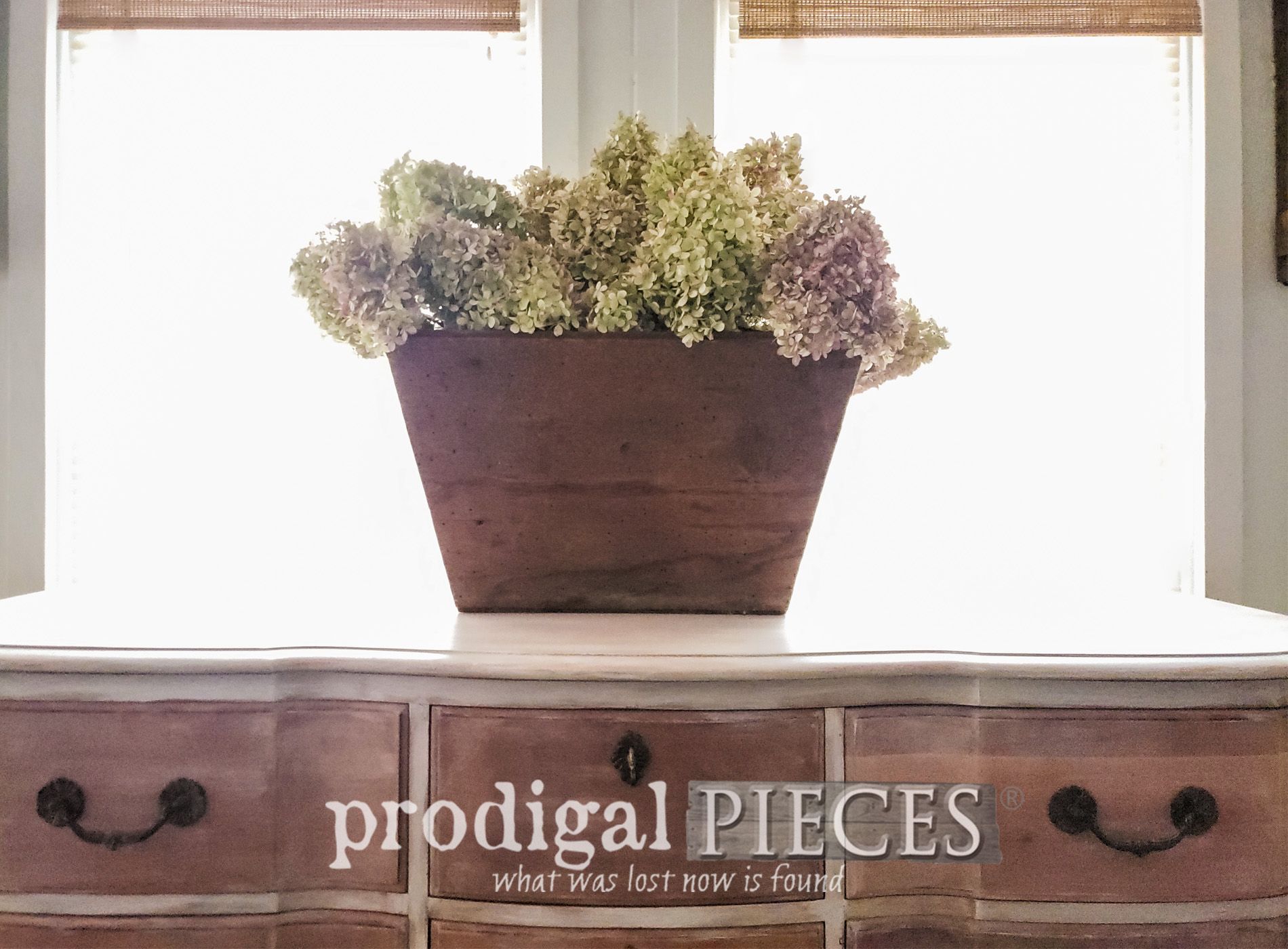 Featured Vintage Serpentine Dresser with French Country Style by Larissa of Prodigal Pieces | prodigalpieces.com #prodigalpieces #furniture #vintage #farmhouse #french #bedroom #home #homedecor