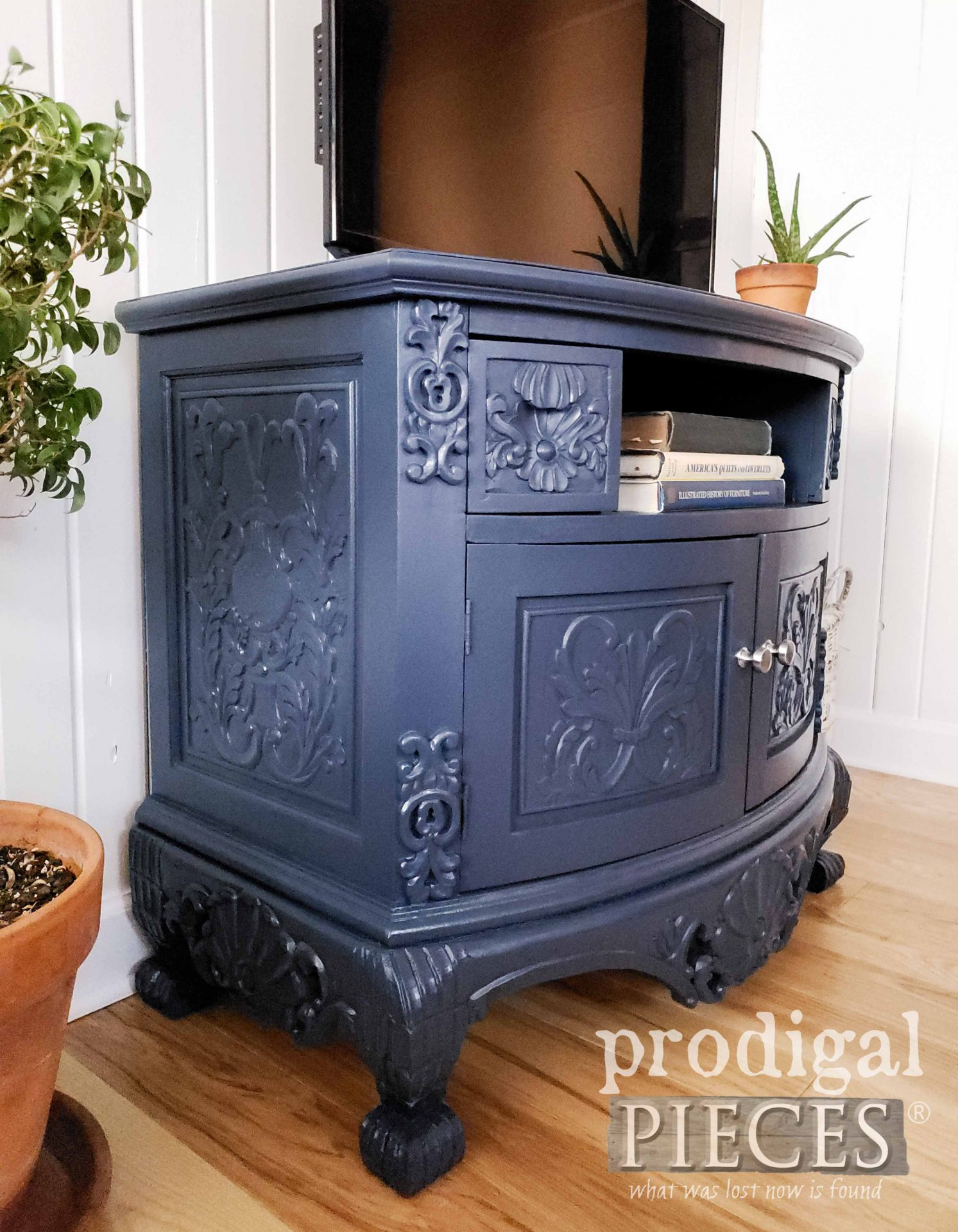 Ornate Navy Blue Painted TV Stand by Larissa of Prodigal Pieces | prodigalpieces.com #prodigalpieces #furniture #blue #home #diy #homedecor