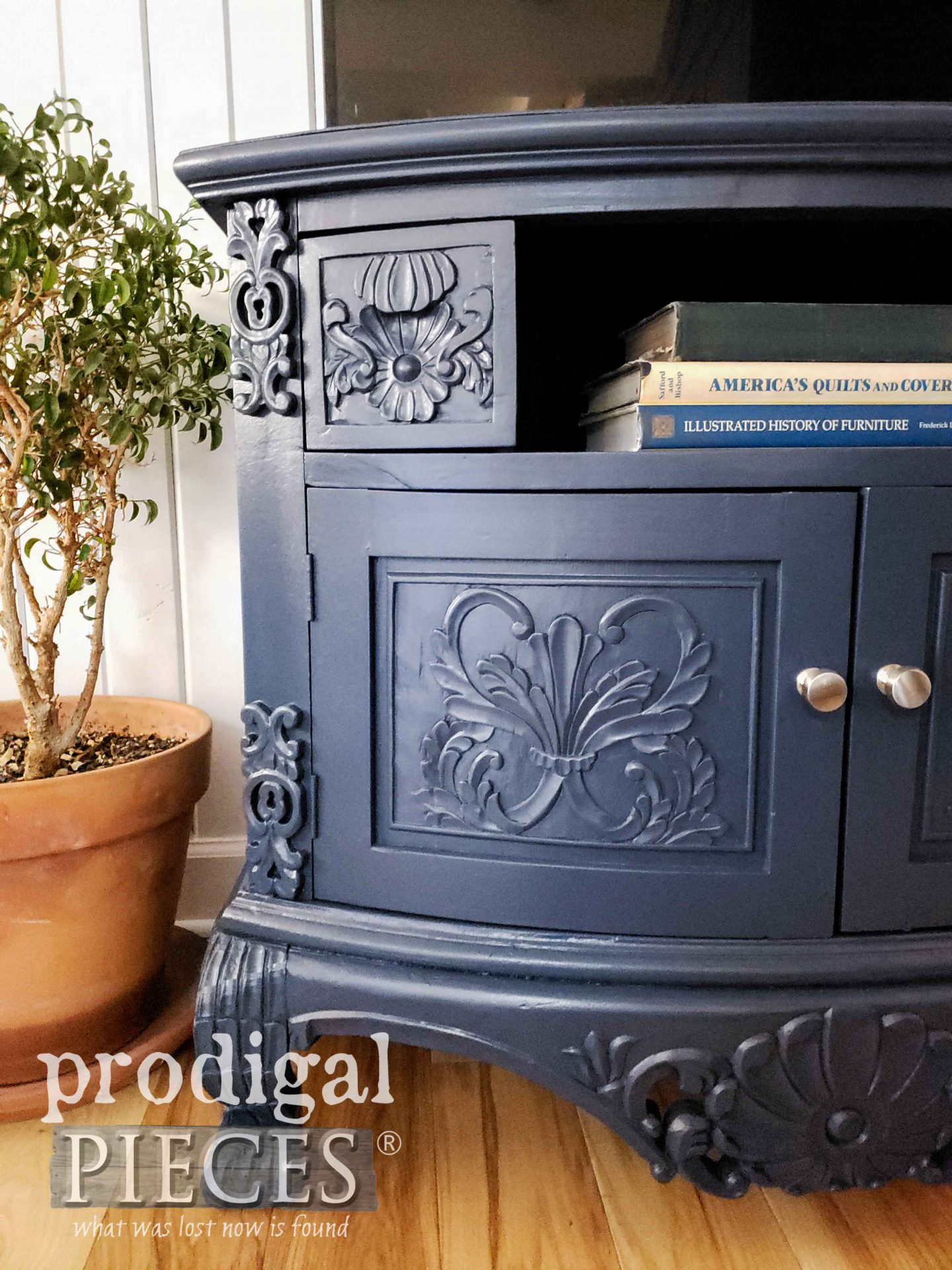 Painted Hale Navy TV Stand with Tutorial by Larissa of Prodigal Pieces | prodigalpieces.com #prodigalpieces #diy #home #homedecor #furniture #blue