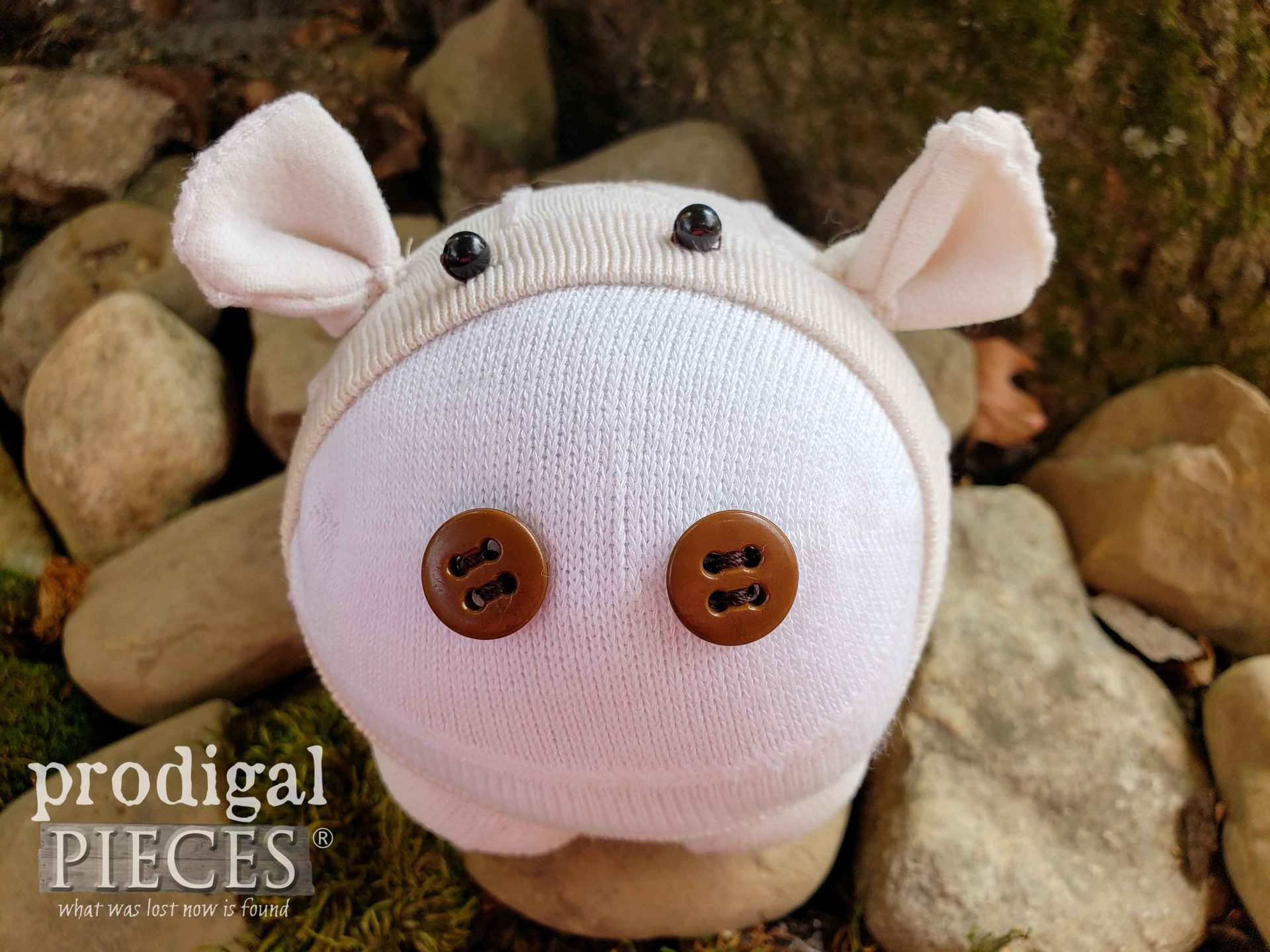 How cute! Upcycled Sock Doll Pig by Larissa of Prodigal Pieces | prodigalpieces.com #prodigalpieces #handmade #toys #diy #sewing #crafts