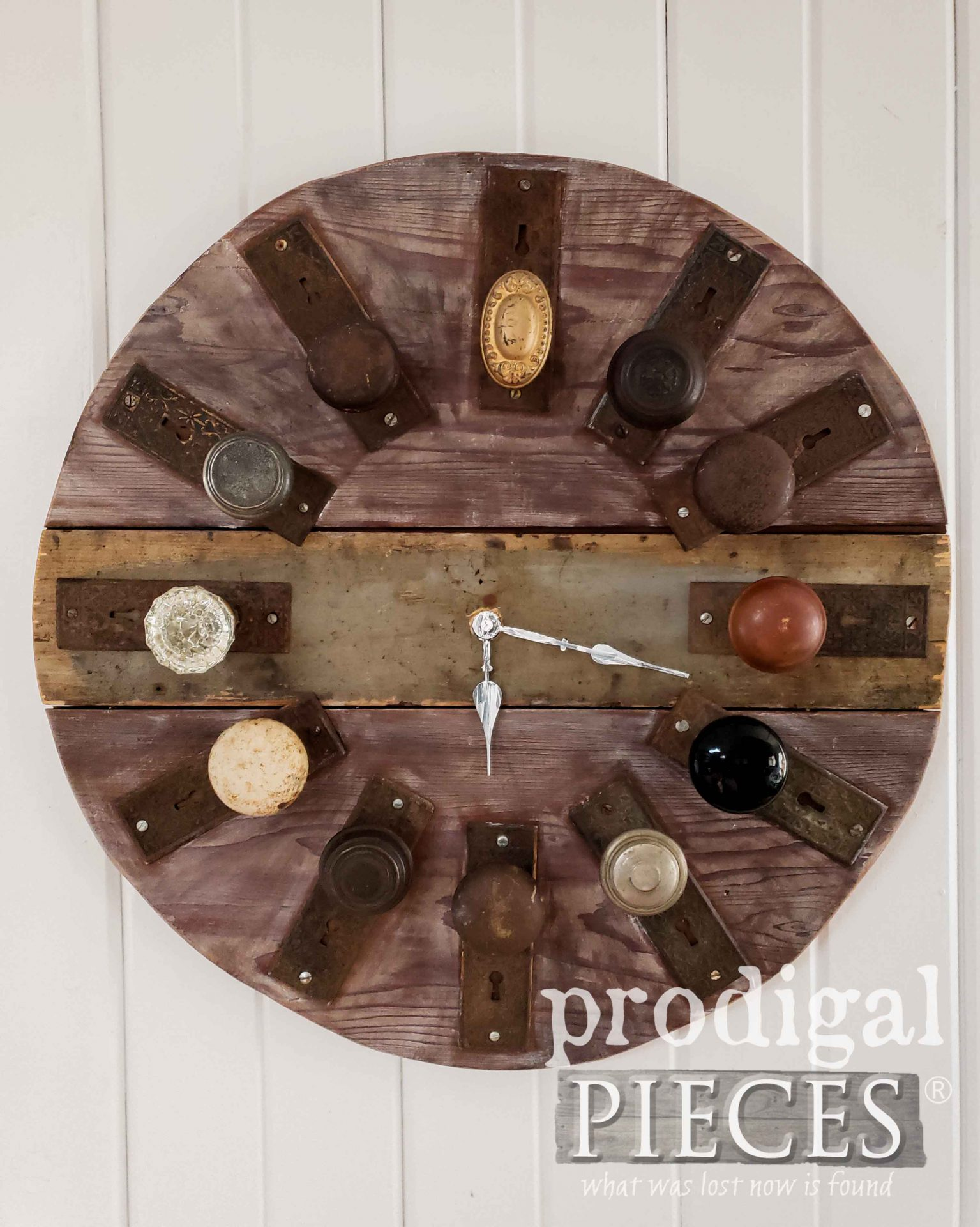 Repurposed Junk Wall Clock made by Larissa of Prodigal Pieces | prodigalpieces.com #prodigalpieces #diy #handmade #clock #farmhouse