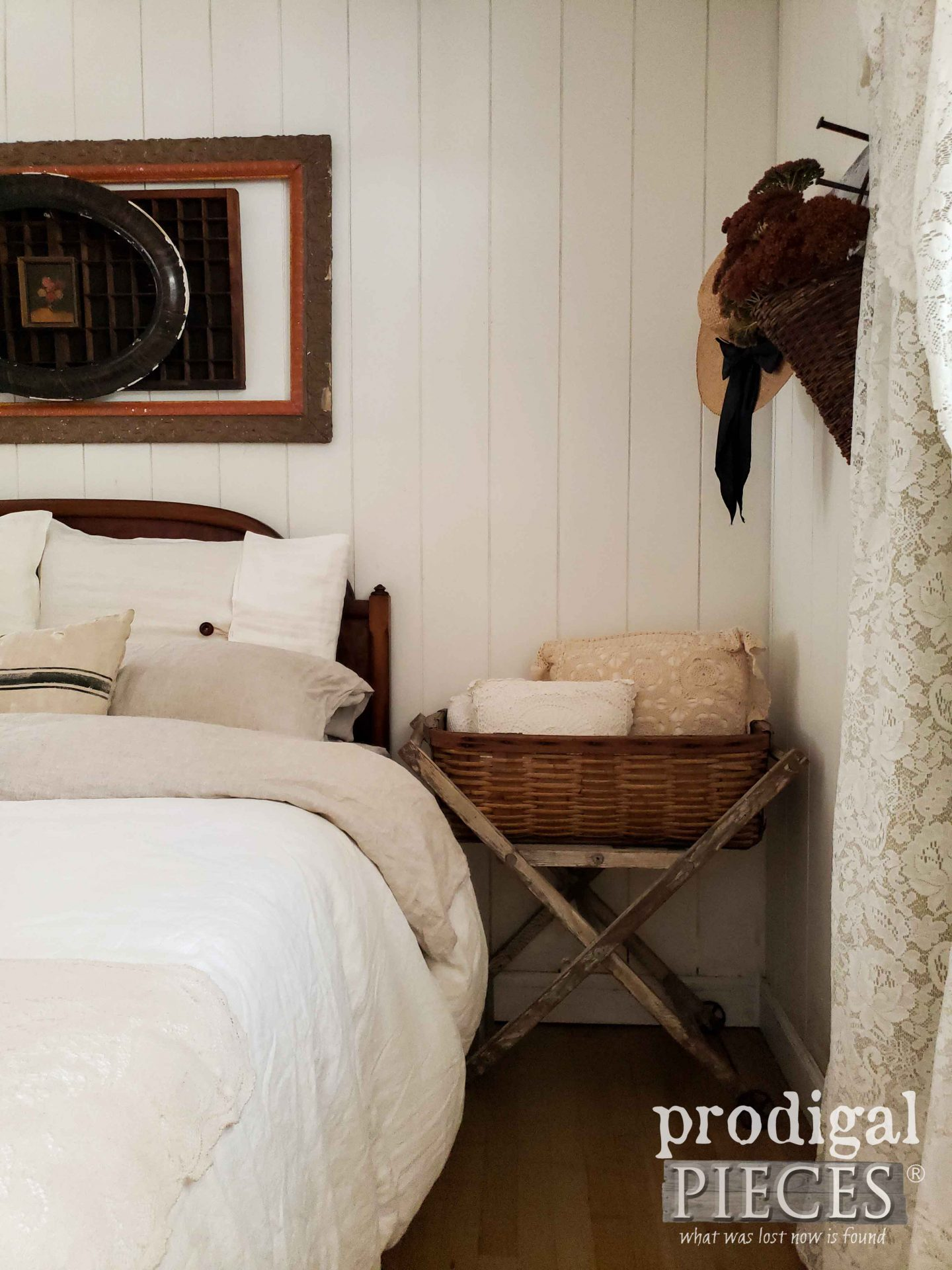 Rustic Farmhouse Bedroom Decorated for Autumn by Larissa of Prodigal Pieces | prodigalpieces.com #prodigalpieces #farmhouse #bedroom #autumn #home #homedecor