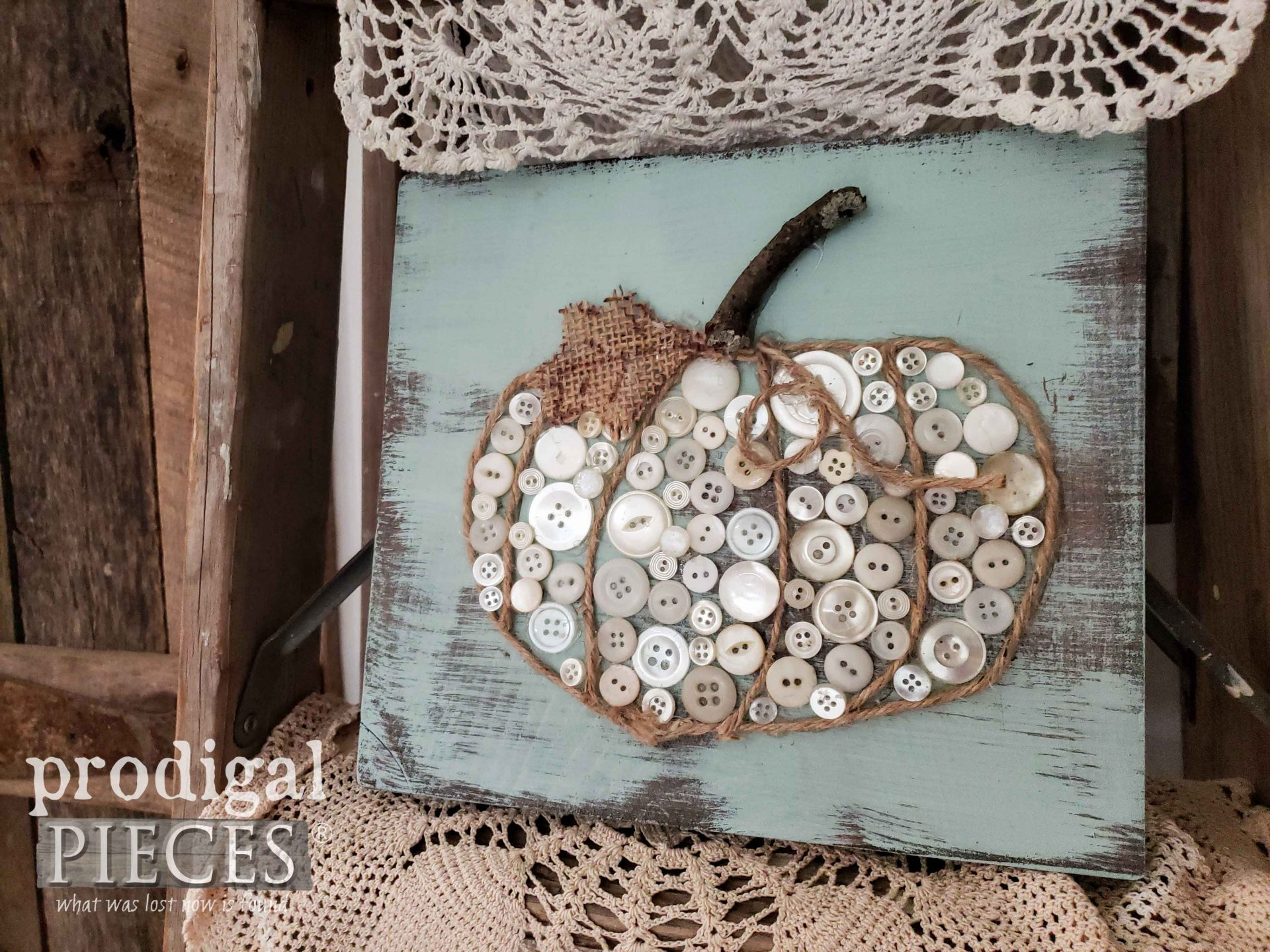 Vintage Buttons Used to Create this Fall Pumpkin Button Art | tutorial by Prodigal Pieces | prodigalpieces.com #prodigalpieces #pumpkin #fall #home #homedecor #farmhouse