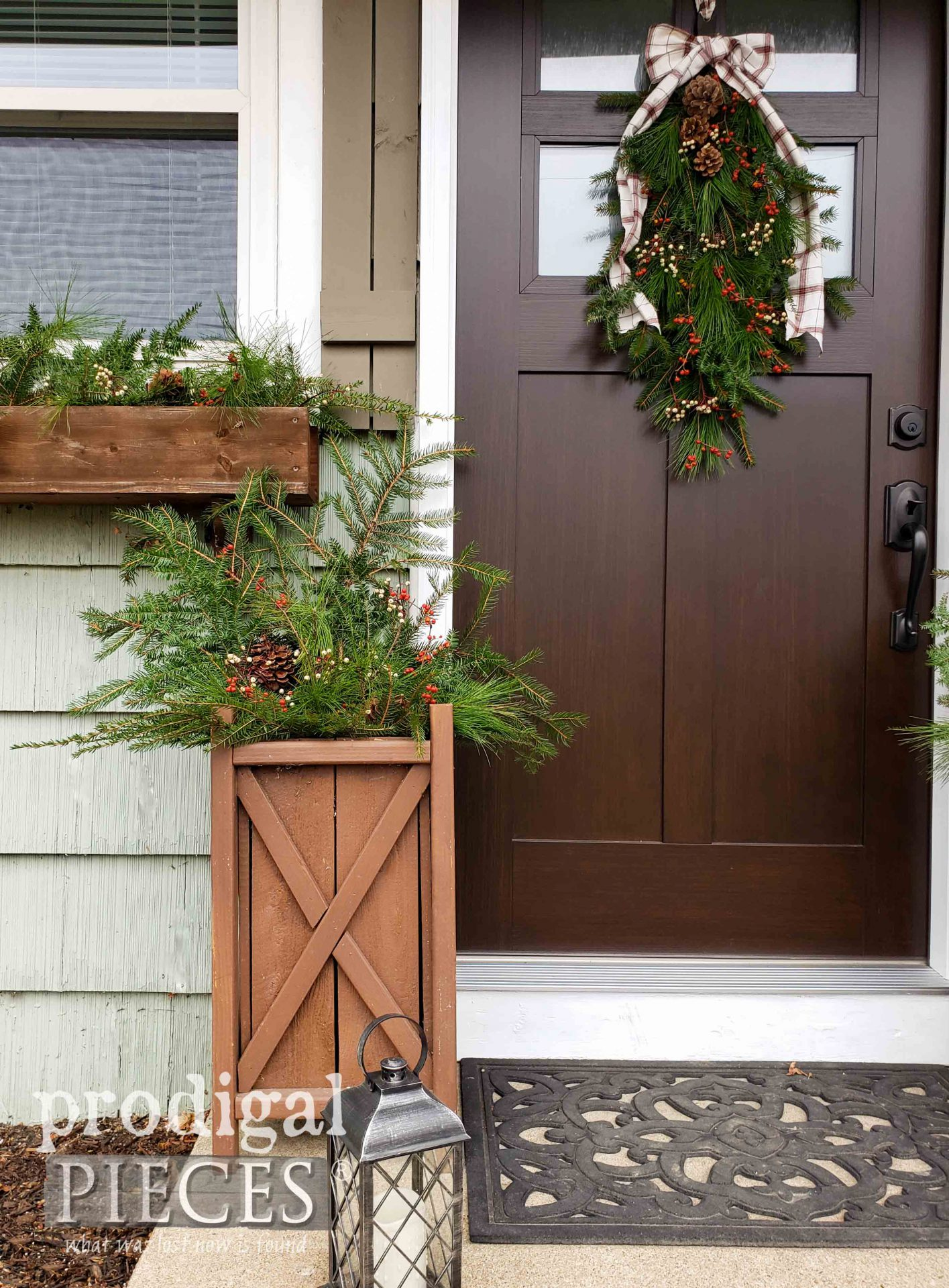 DIY Foraged Fresh Planter for Christmas Decor by Larissa of Prodigal Pieces | prodigalpieces.com #prodigalpieces #diy #home #christmas #homedecor #holiday #nordic