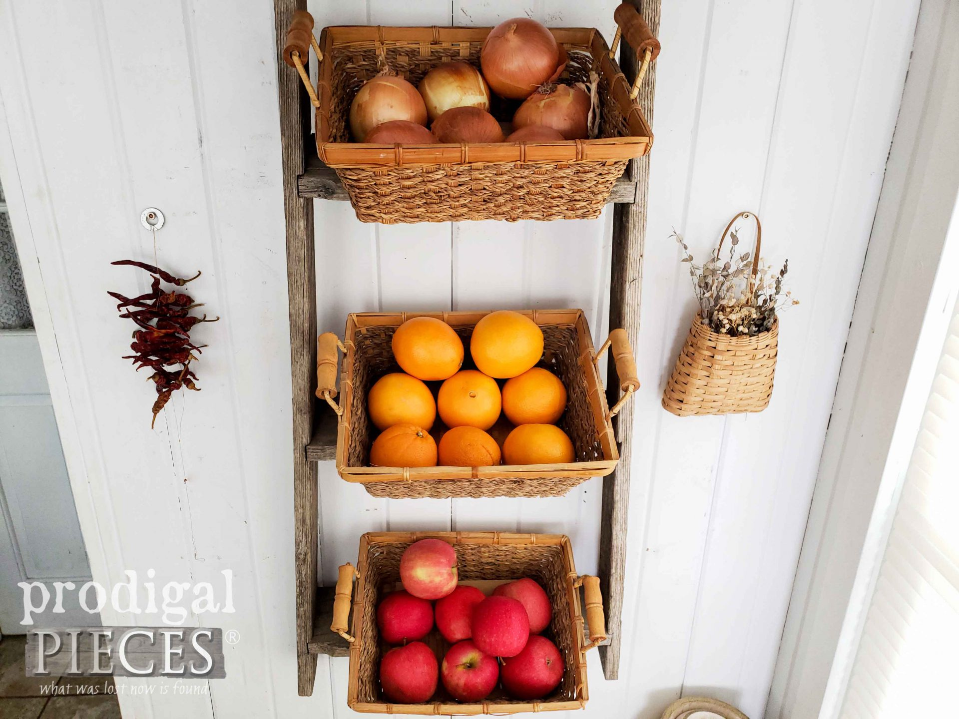 Farmhouse Ladder with Produce Baskets for Kitchen Decor by Larissa of Prodigal Pieces | prodigalpieces.com #prodigalpieces #diy #home #farmhouse #storage #kitchen #homedecor