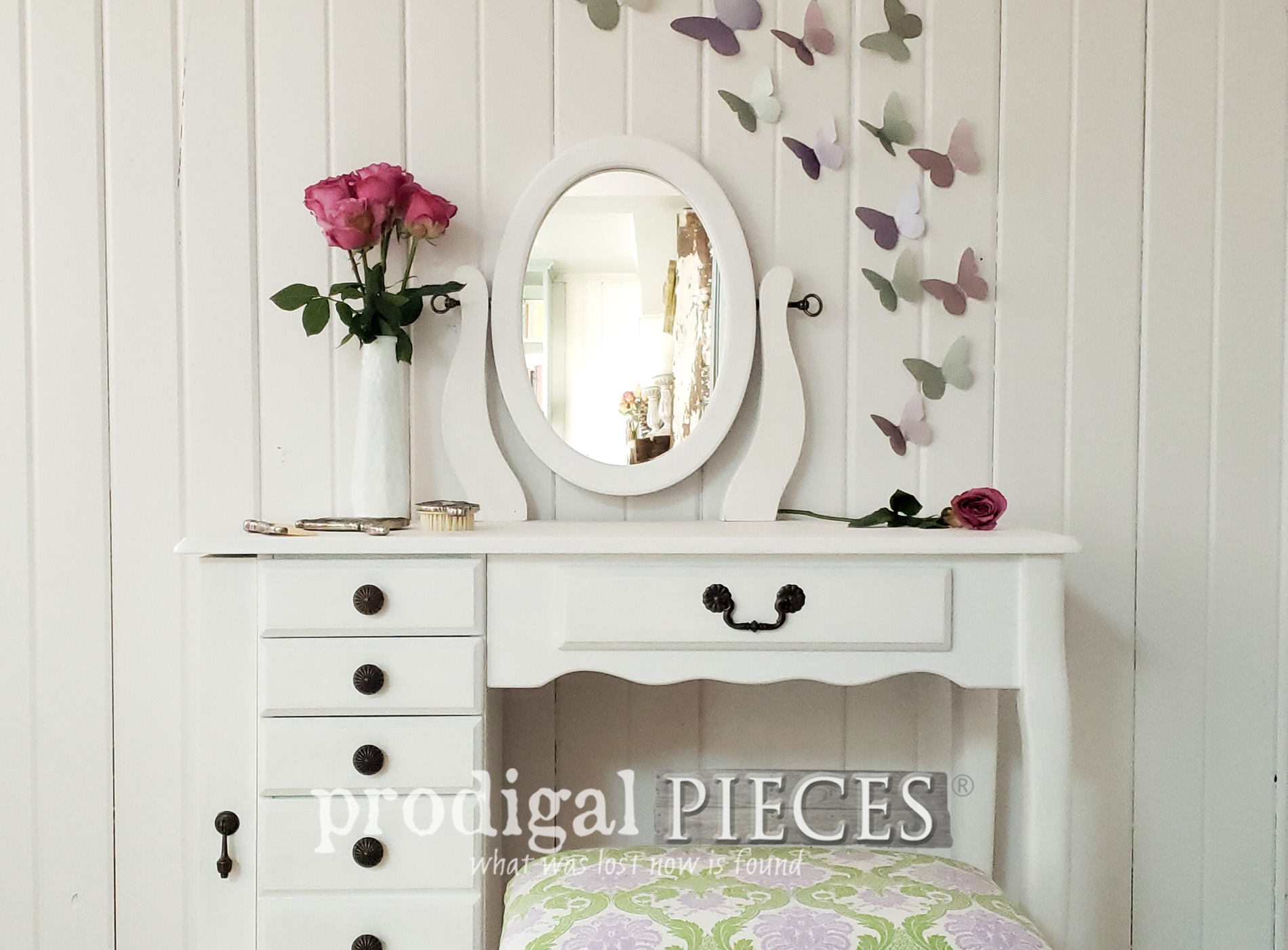 Featured Girls Vanity Table Set Makeover by Prodigal Pieces | prodigalpieces.com #prodigalpieces #home #furniture #homedecor #diy #bedroom #girls
