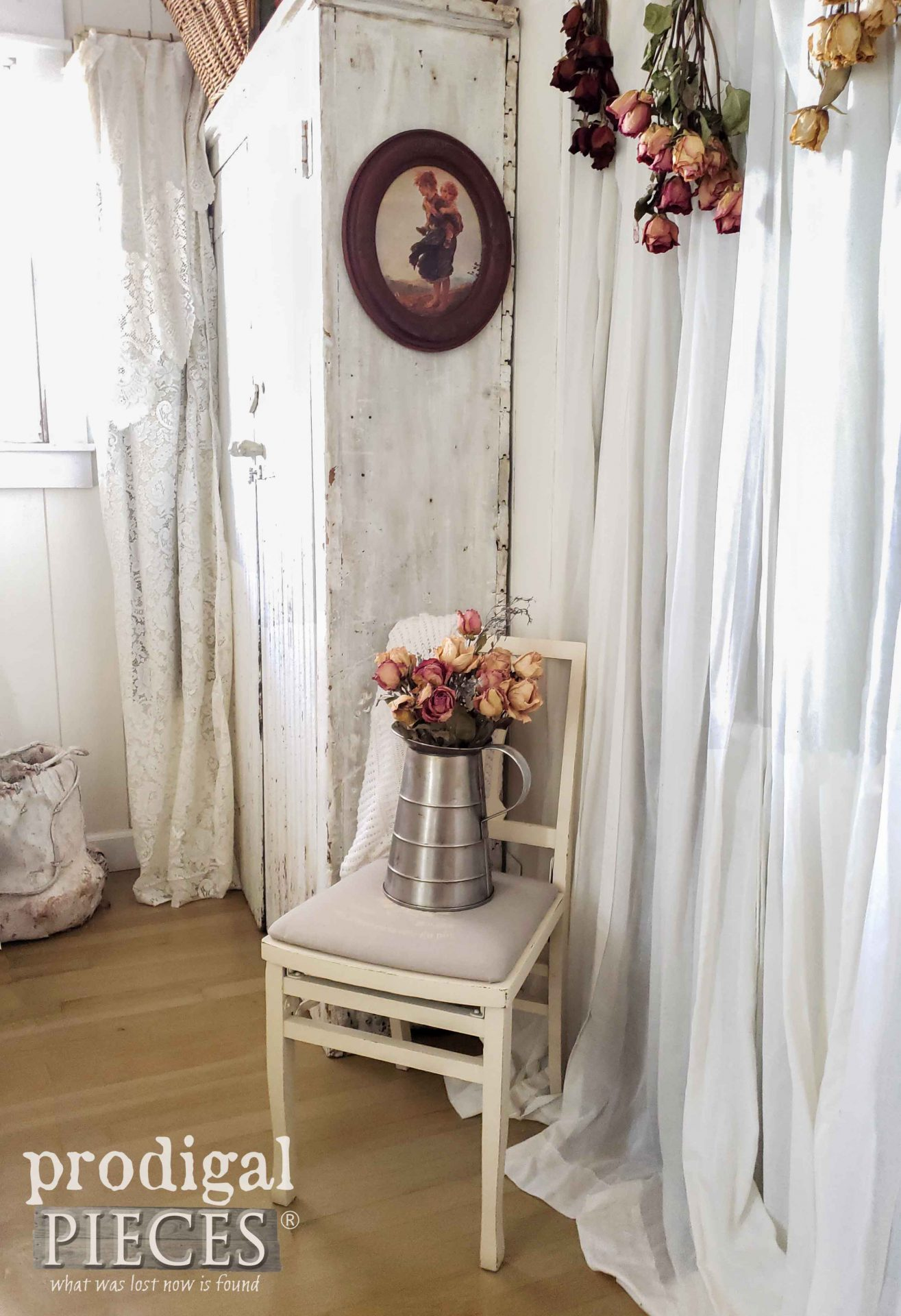 French Chic Folding Chair with Grain Sack Upholstery by Larissa of Prodigal Pieces | prodigalpieces.com #prodigalpieces #farmhouse #home #diy #homedecor