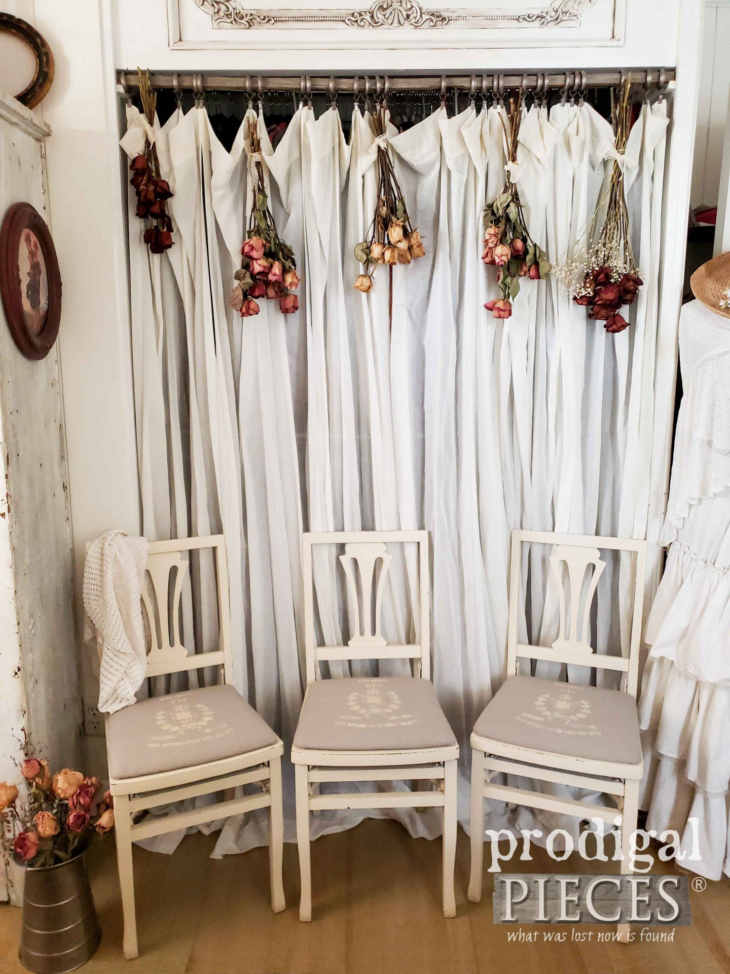 French Farmhouse Vintage Folding Chairs by Solid Kumfort and refreshed by Larissa of Prodigal Pieces | prodigalpieces.com #prodigalpieces #furniture #home #homedecor #farmhouse #french #diy #vintage #midcentury