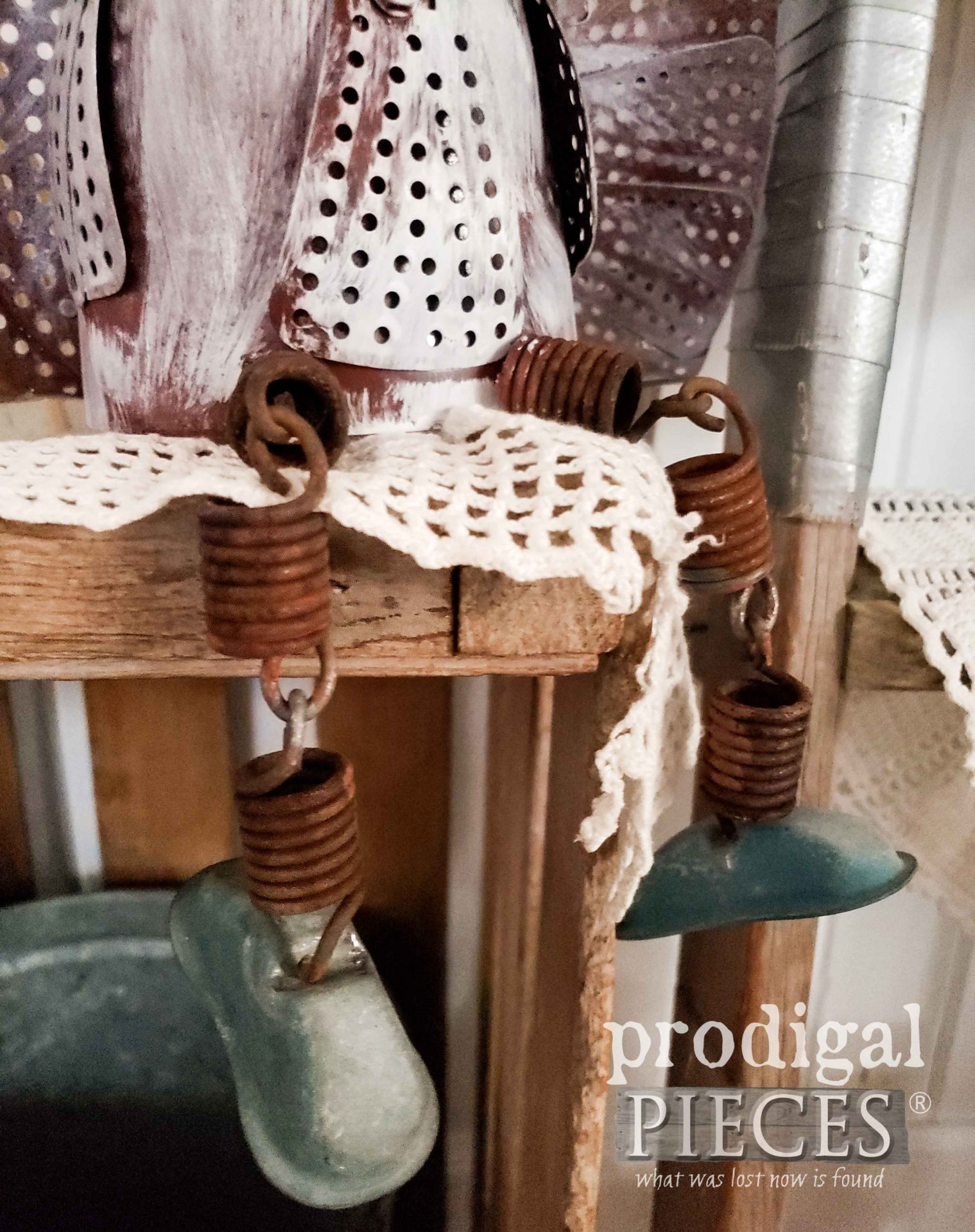 Knobby Knees on Salvaged Junk Turkey Art created by Larissa of Prodigal Pieces | prodigalpieces.com #prodigalpieces #art #handmade #farmhouse #diy #home #homedecor