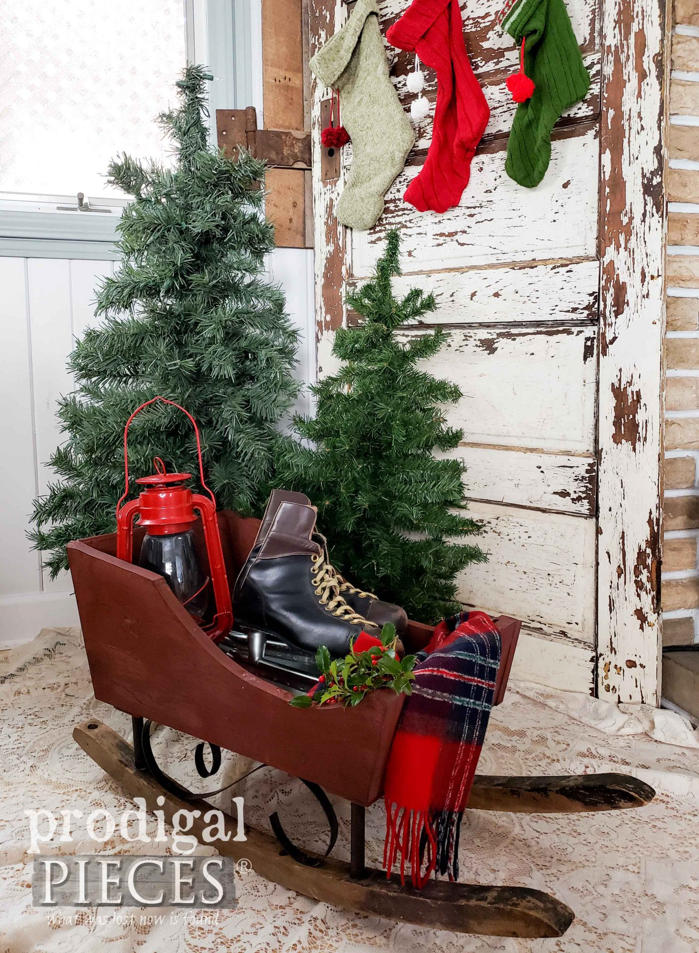 Sweet Rustic Christmas Sleigh Built by Larissa of Prodigal Pieces | prodigalpieces.com #prodigalpieces #farmhouse #diy #christmas #home #homedecor