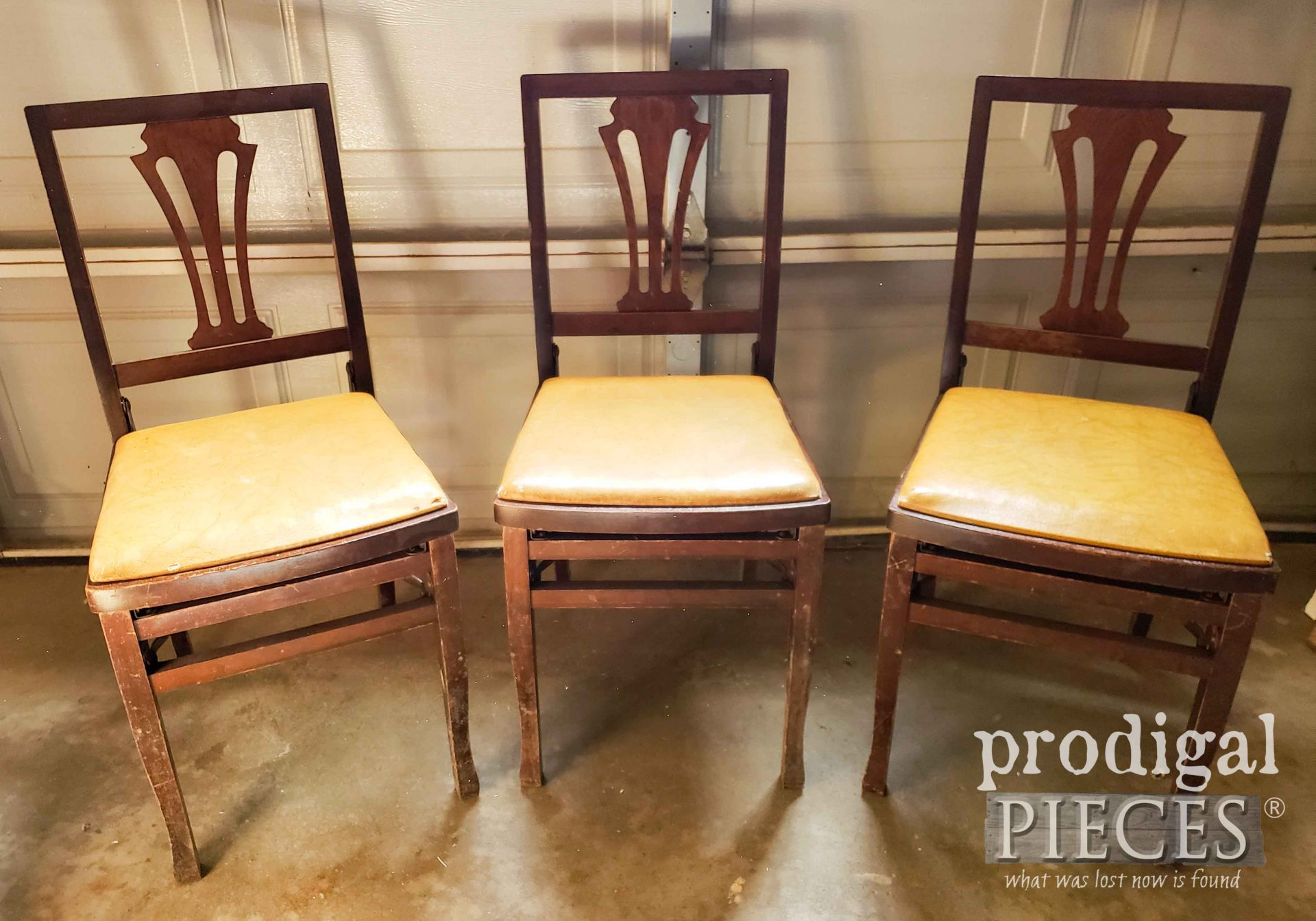 Vintage Folding Chairs Before Makeover by Larissa of Prodigal Pieces | prodigalpieces.com