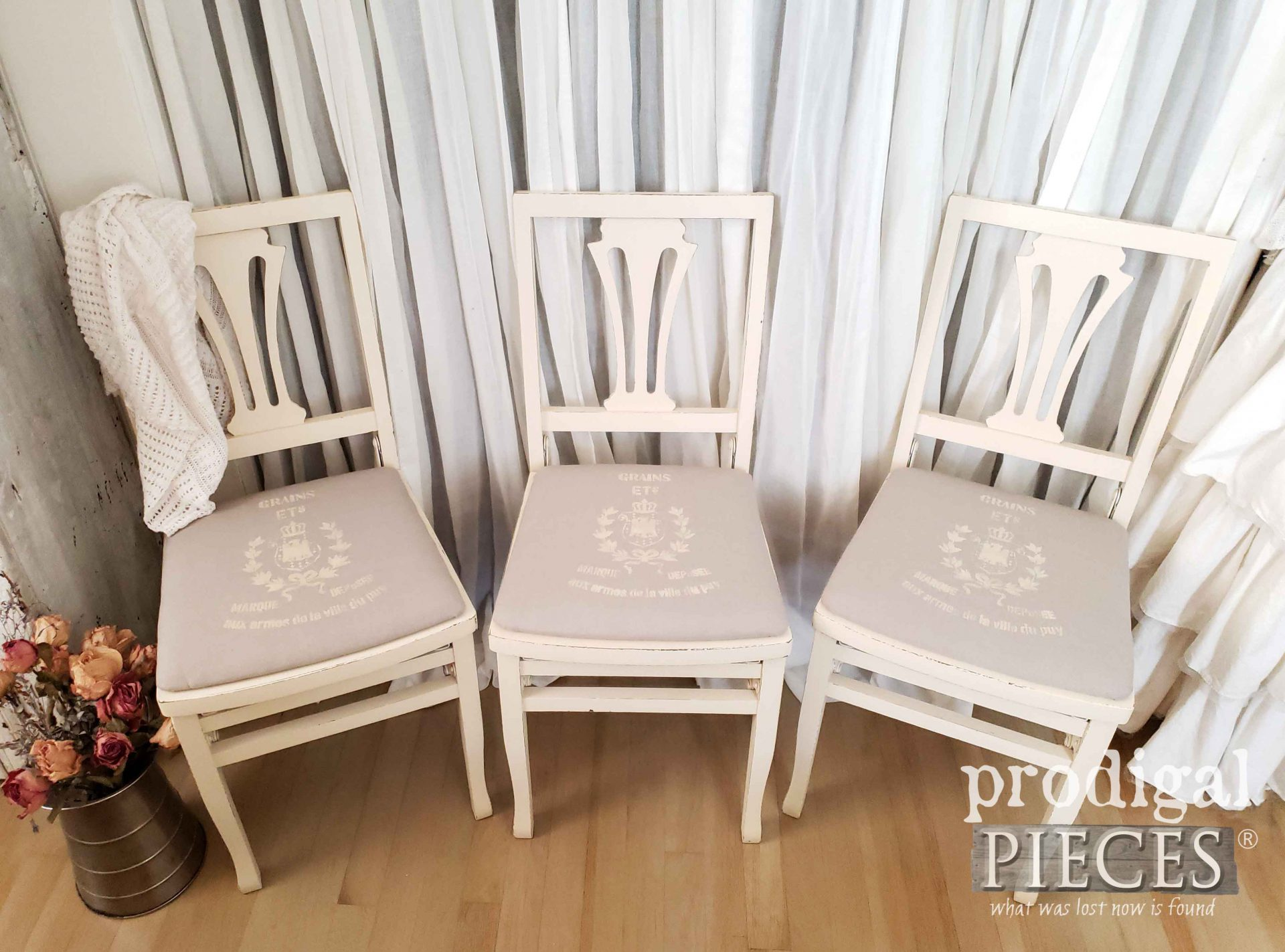 White French Farmhouse Folding Chairs by Larissa of Prodigal Pieces | prodigalpieces.com #prodigalpieces #diy #home #furniture #homedecor #farmhouse
