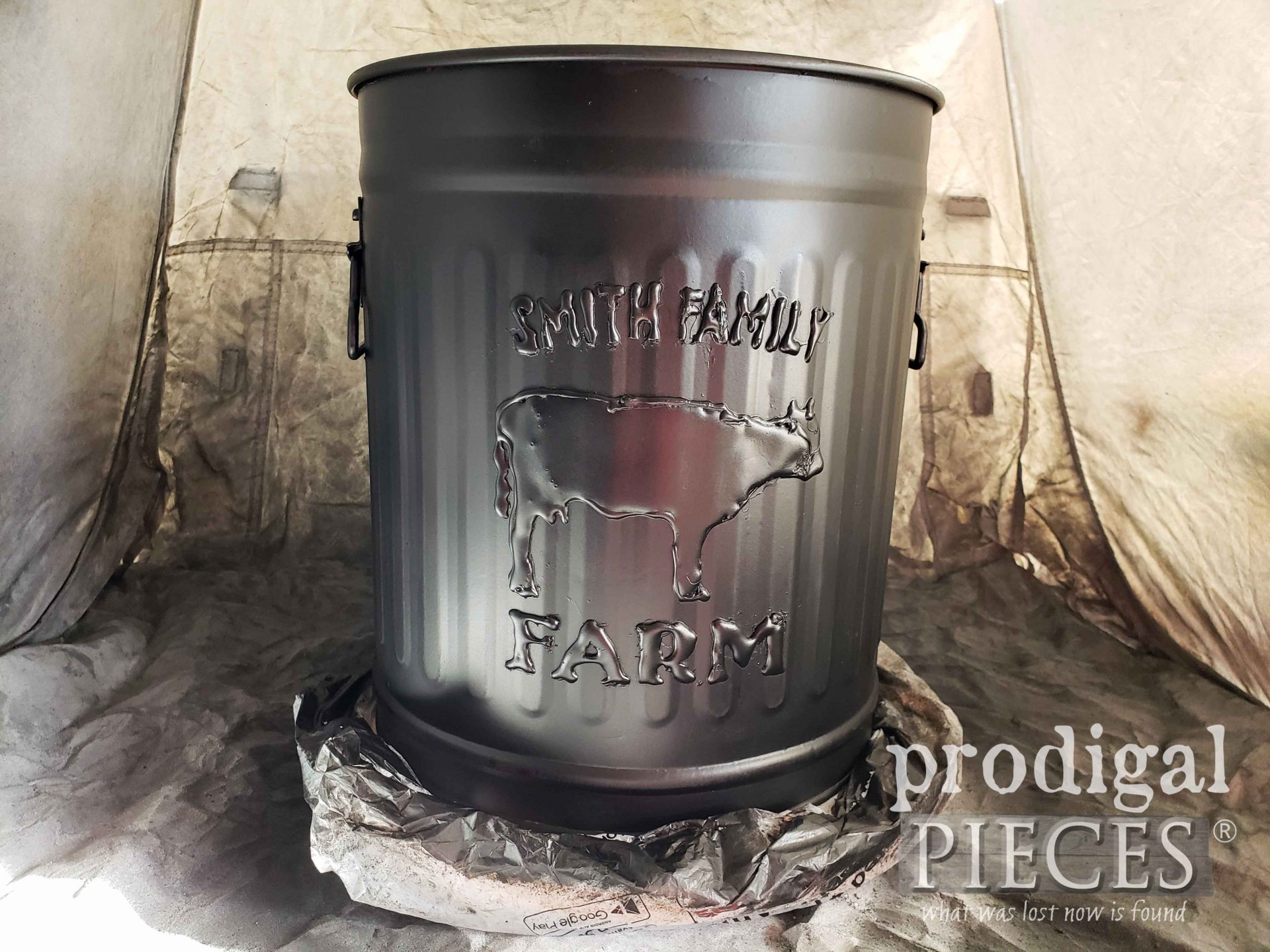 Black Embossed Farmhouse Trash Can | prodigalpieces.com