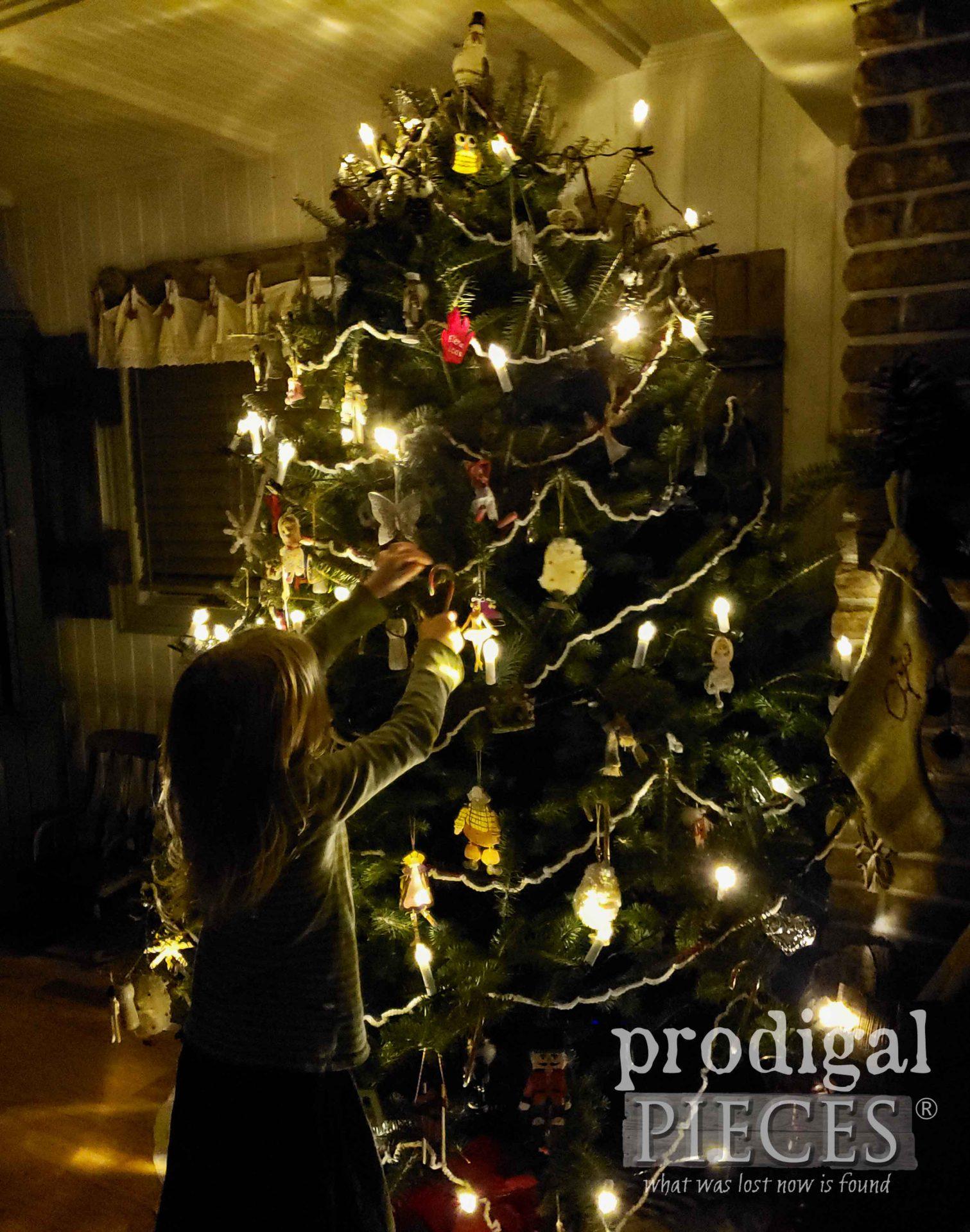 Christmas Ornament Hanging | prodigalpieces.com