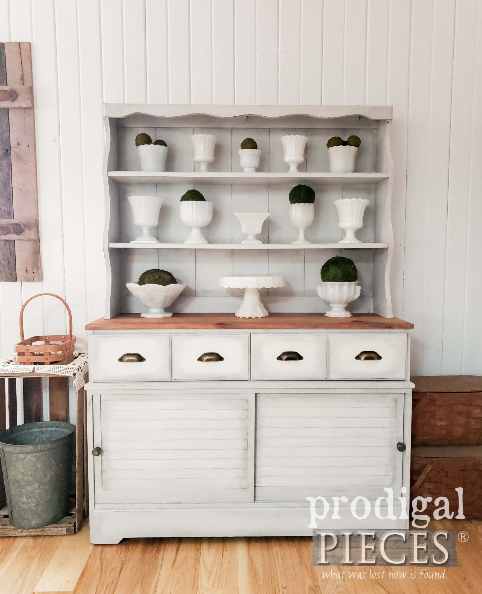 Beautiful Farmhouse Hutch Makeover by Larissa of Prodigal Pieces | Details at prodigalpieces.com #prodigalpieces #farmhouse #home #furniture #homedecor #diy