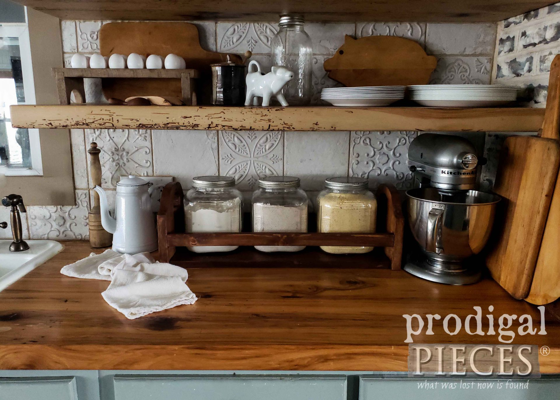 Farmhouse Kitchen Storage Crate Handmade by Larissa of Prodigal Pieces from Upcycled Materials | prodigalpieces.com #prodigalpieces.com #prodigalpieces #farmhouse #kitchen #storage #diy #home #homdecor