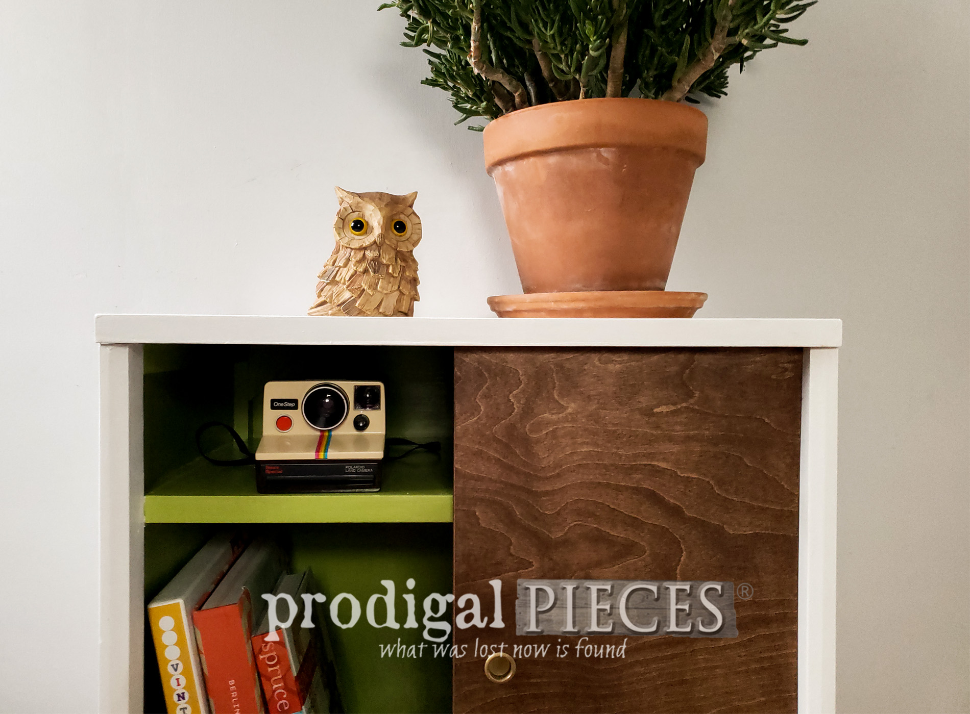 Featured Mid Century Modern Media Stand Found Curbside and Made New by Larissa of Prodigal Pieces | prodigalpieces.com #prodigalpieces #diy #home #furniture #midcentury #modern