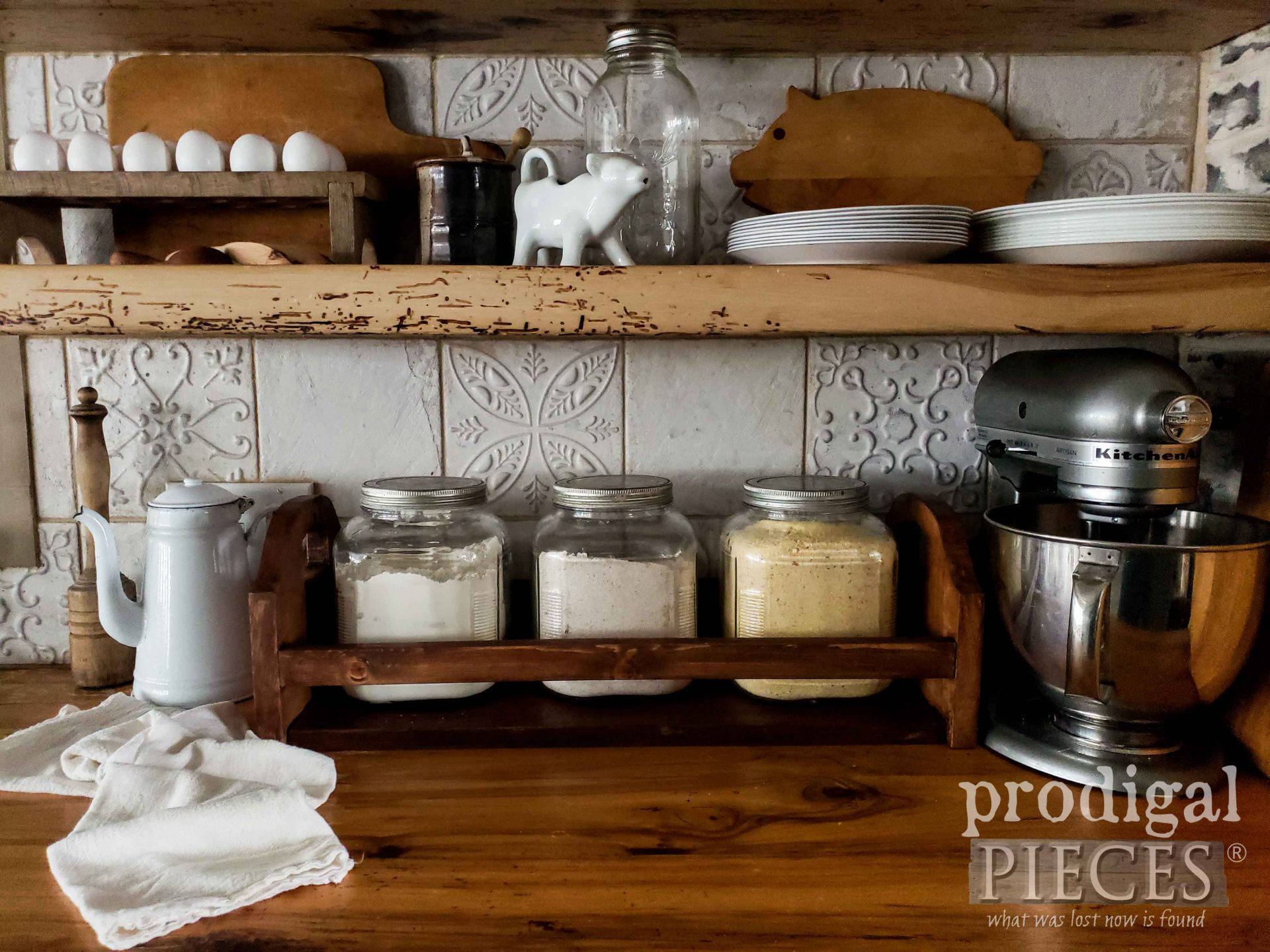Handmade Oak Farmhouse Storage Crate for Kitchen and more | by Larissa of Prodigal Pieces | prodigalpieces.com #prodigalpieces #farmhouse #home #kitchen #storage #handmade #homedecor