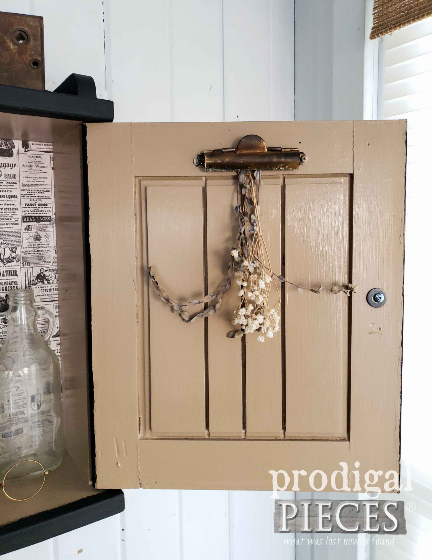 Farmhouse Medicine Cabinet with Utilitarian Function by Larissa of Prodigal Pieces | prodigalpieces.com #prodigalpieces #diy #farmhouse #home #vintage #homedecor