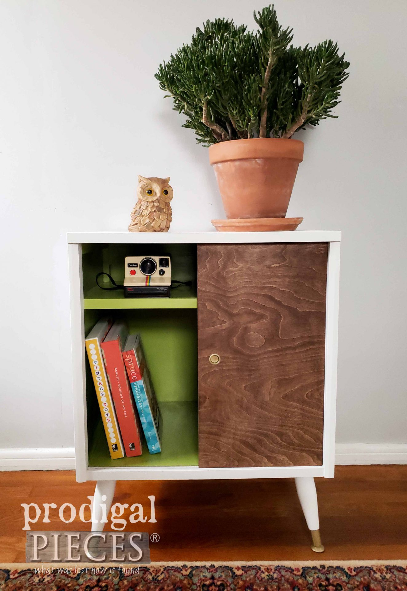 Retro Vintage Mid Century Modern Media Stand with Color Pop Fun by Larissa of Prodigal Pieces | prodigalpieces.com #prodigalpieces #furniture #midcentury #diy #modern #boho #home #homedecor