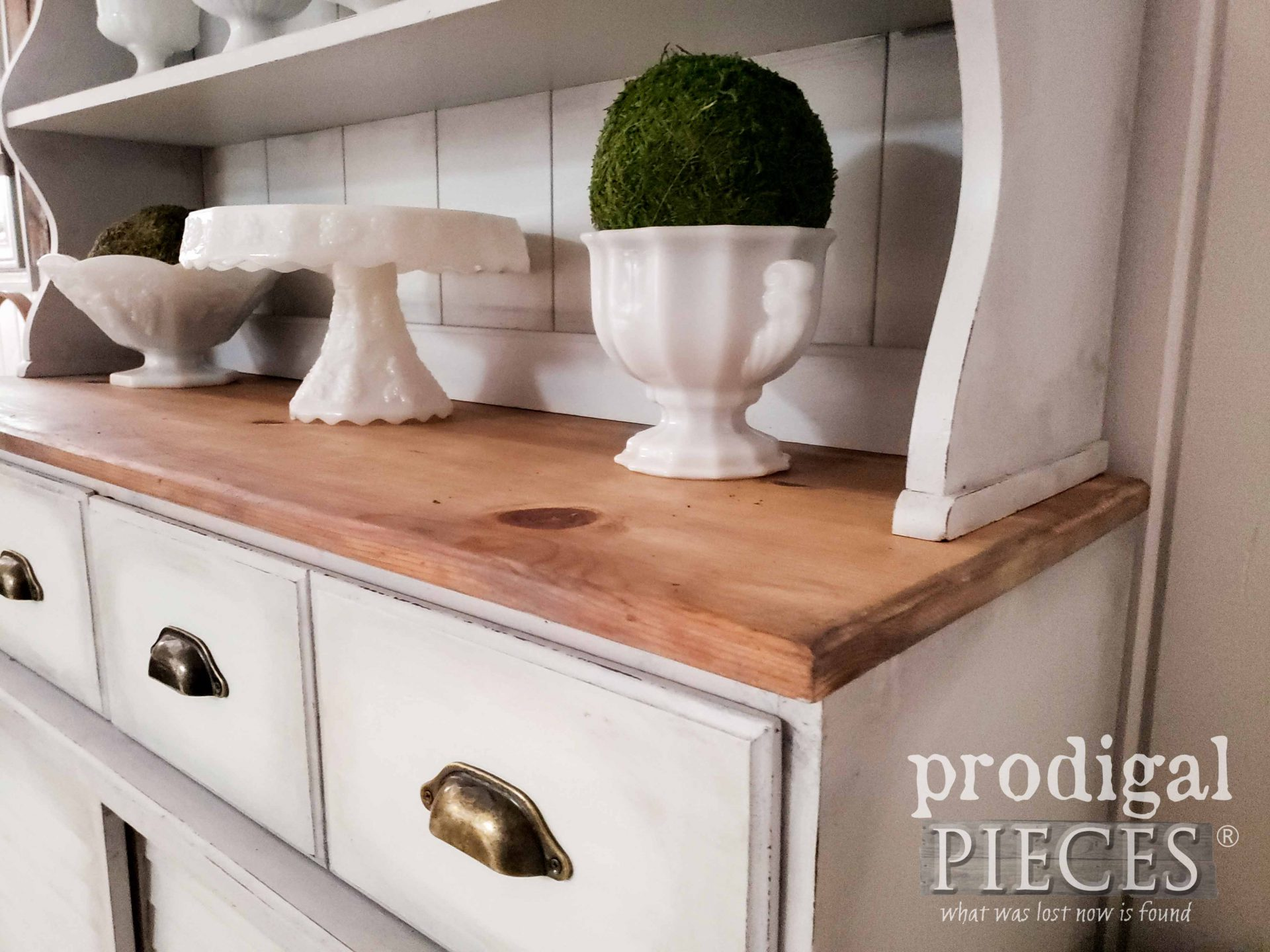 Farmhouse Hutch made of Pine features Scrubbed Wood with Paint Combo by Larissa of Prodigal Pieces | prodigalpieces.com #prodigalpieces #diy #furniture #home #farmhouse #homedecor #paint