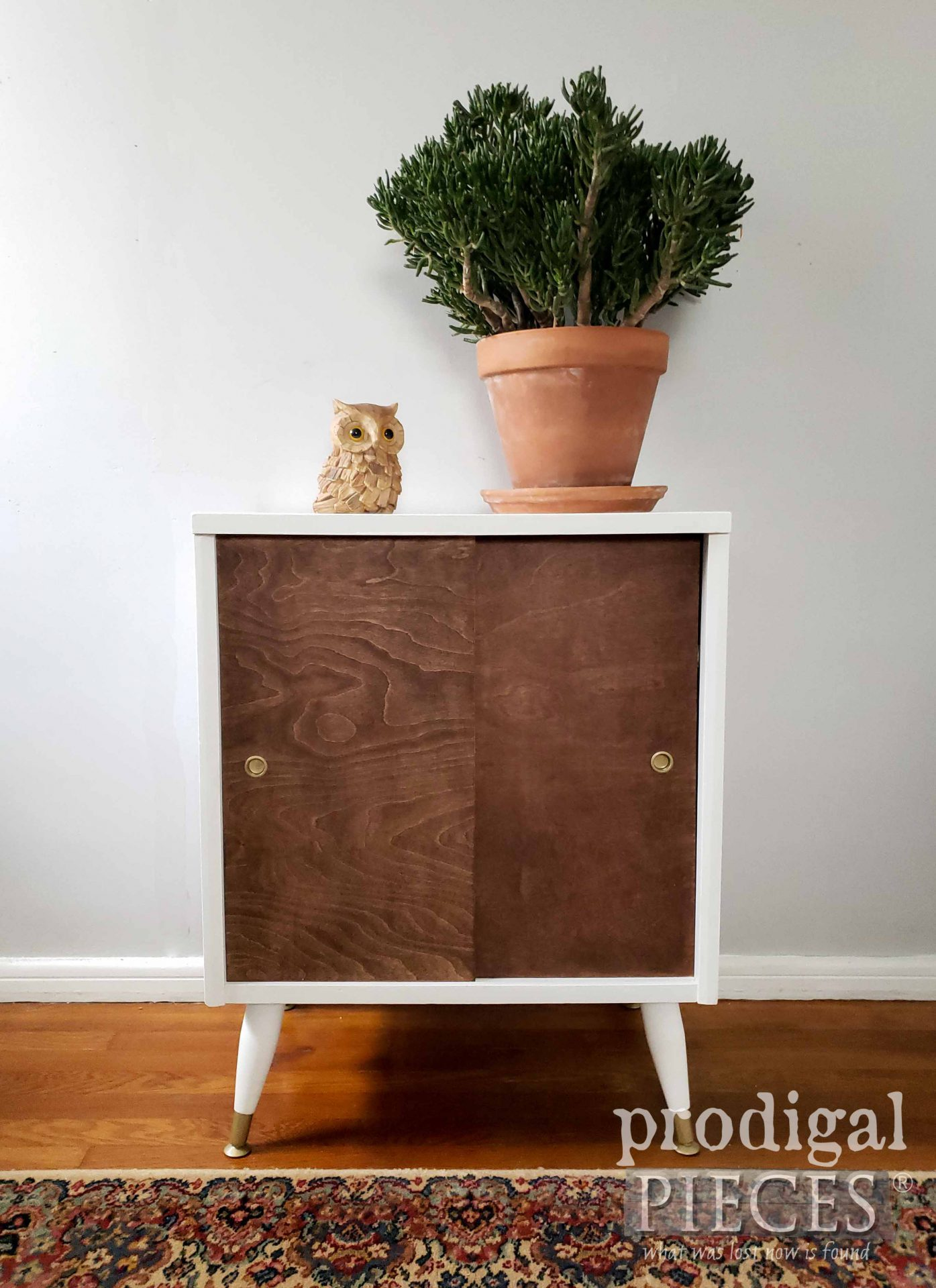 Vintage Mid Century Modern Media Stand Made New by Larissa of Prodigal Pieces | prodigalpieces.com #prodigalpieces #midcentury #modern #diy #furniture #boho #home #homedecor