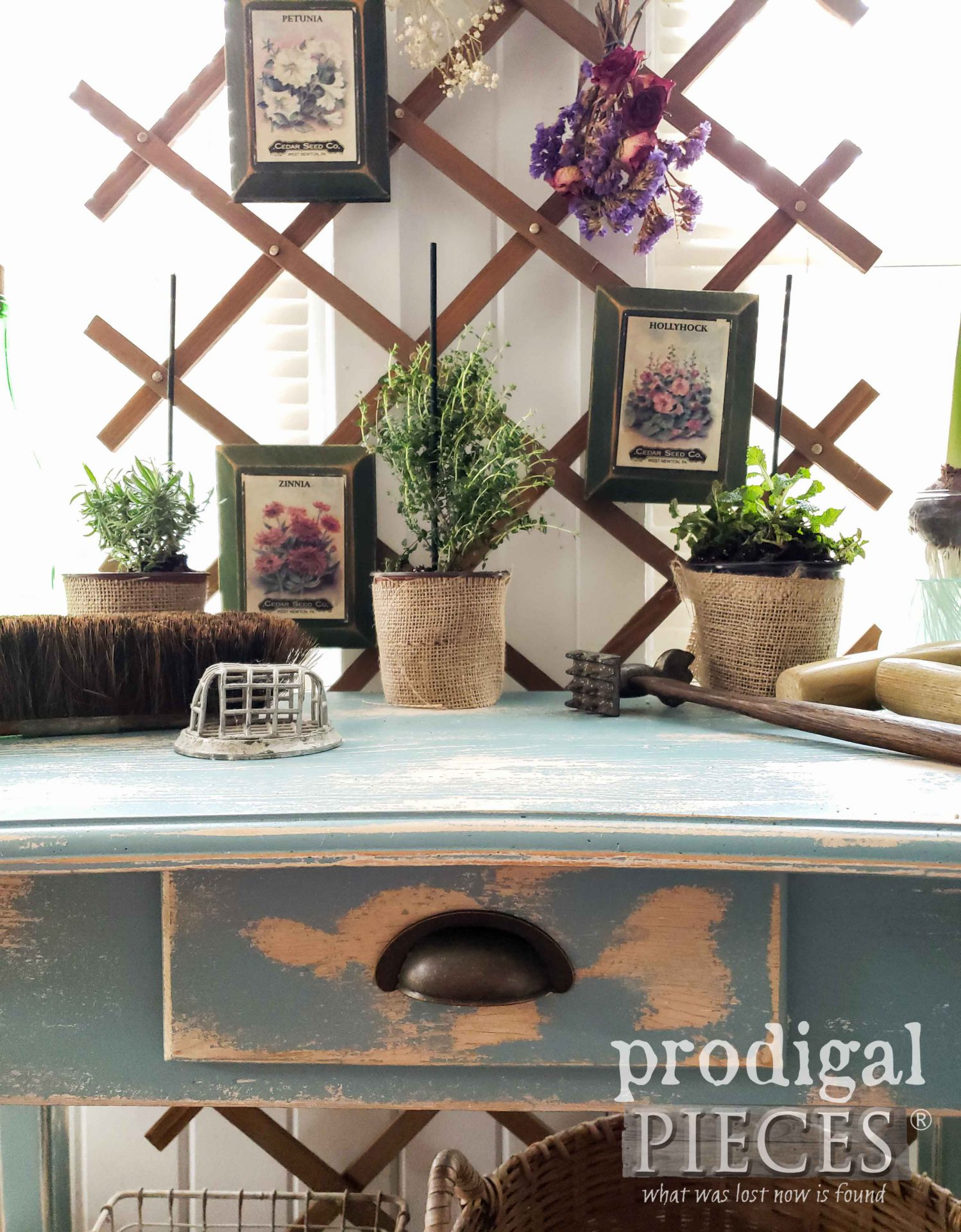 DIY Console Table made from Repurposed Desk by Larissa of Prodigal Pieces | prodigalpieces.com #prodigalpieces #furniture #home #furniture #homedecor