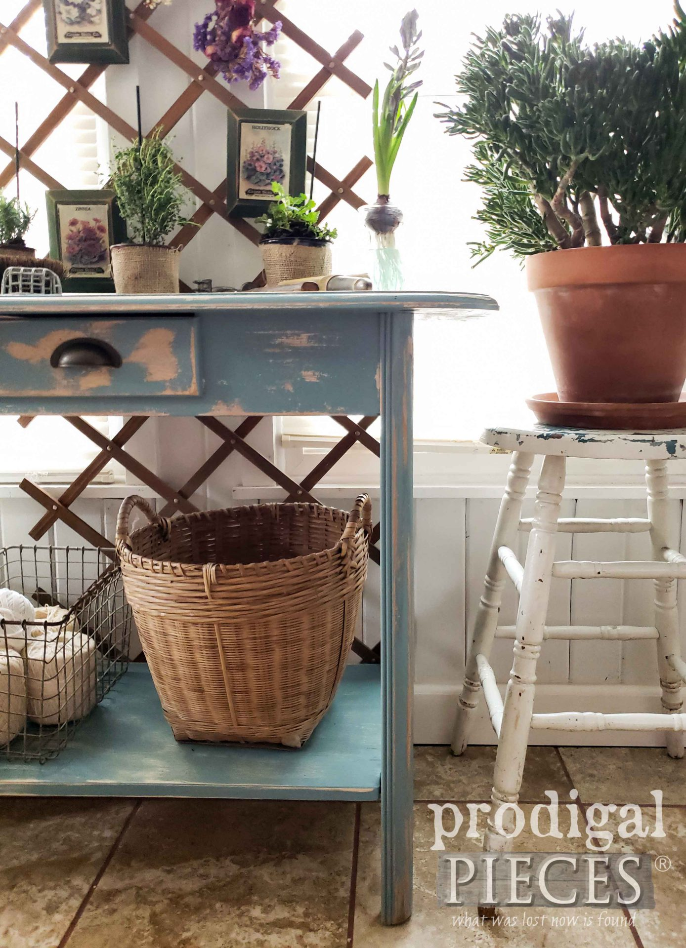Farmhouse Spring Home Decor from Thrift Store Finds by Larissa of Prodigal Pieces | prodigalpieces.com #prodigalpieces #farmhouse #home #homedecor #flowers
