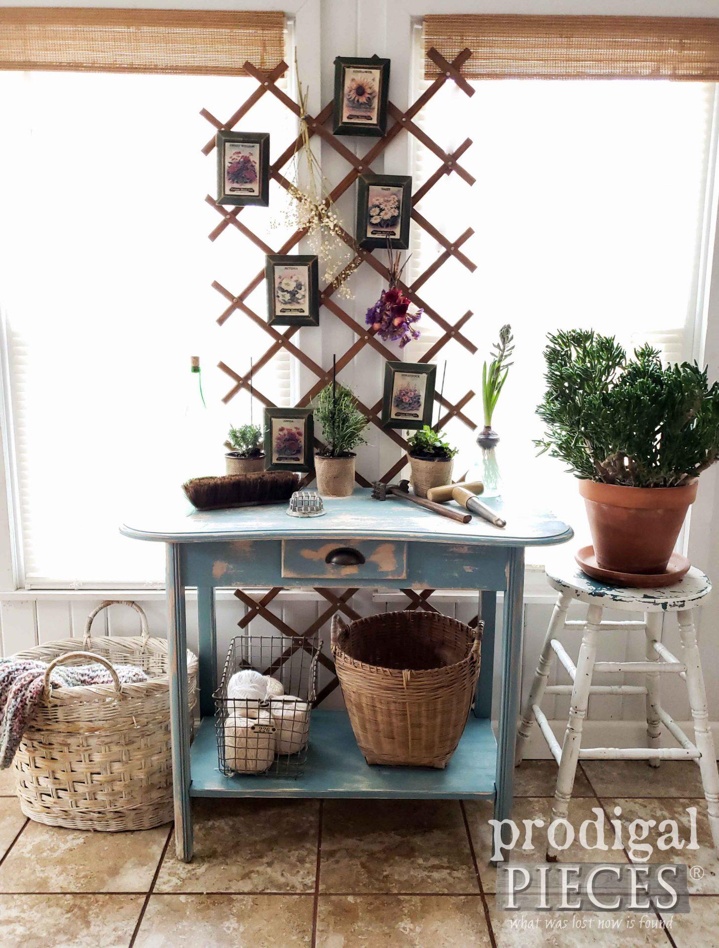 Farmhouse Style Spring Decor from Thrifted Finds by Larissa of Prodigal Pieces | prodigalpieces.com #prodigalpieces #diy #furniture #home #homedecor #spring