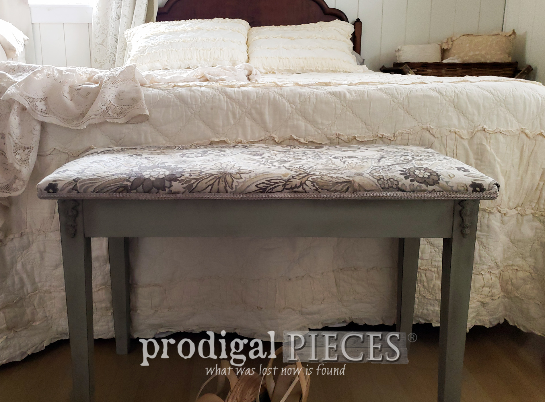 Featured Vintage Piano Bench Makeover by Larissa of Prodigal Pieces | prodigalpieces.com #prodigalpieces #home #furniture #homedecor #diy #farmhouse