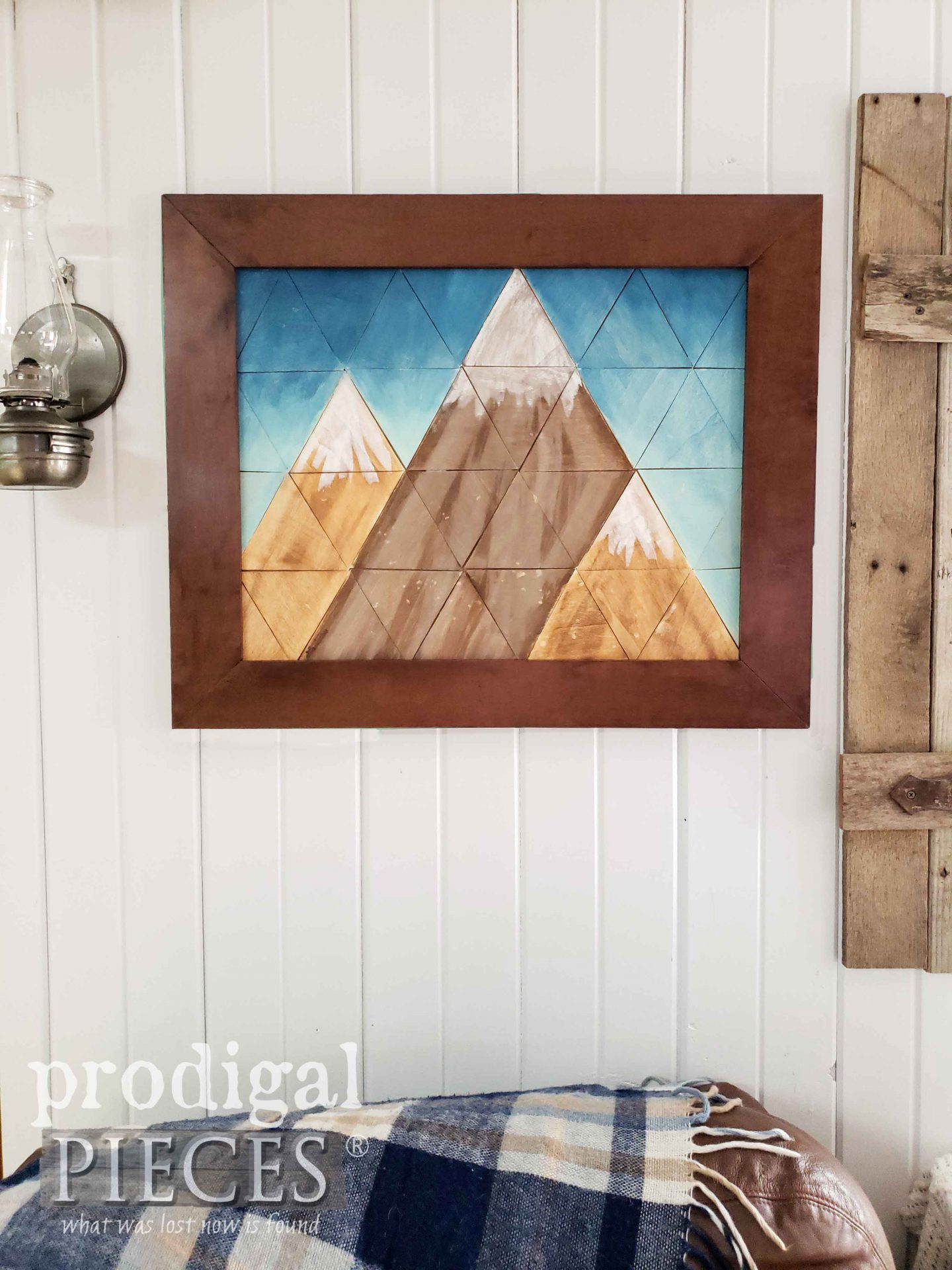 Geometric Wall Art in Mountain Form by Larissa of Prodigal Pieces | prodigalpieces.com #prodigalpieces #diy #home #homedecor #farmhouse #art