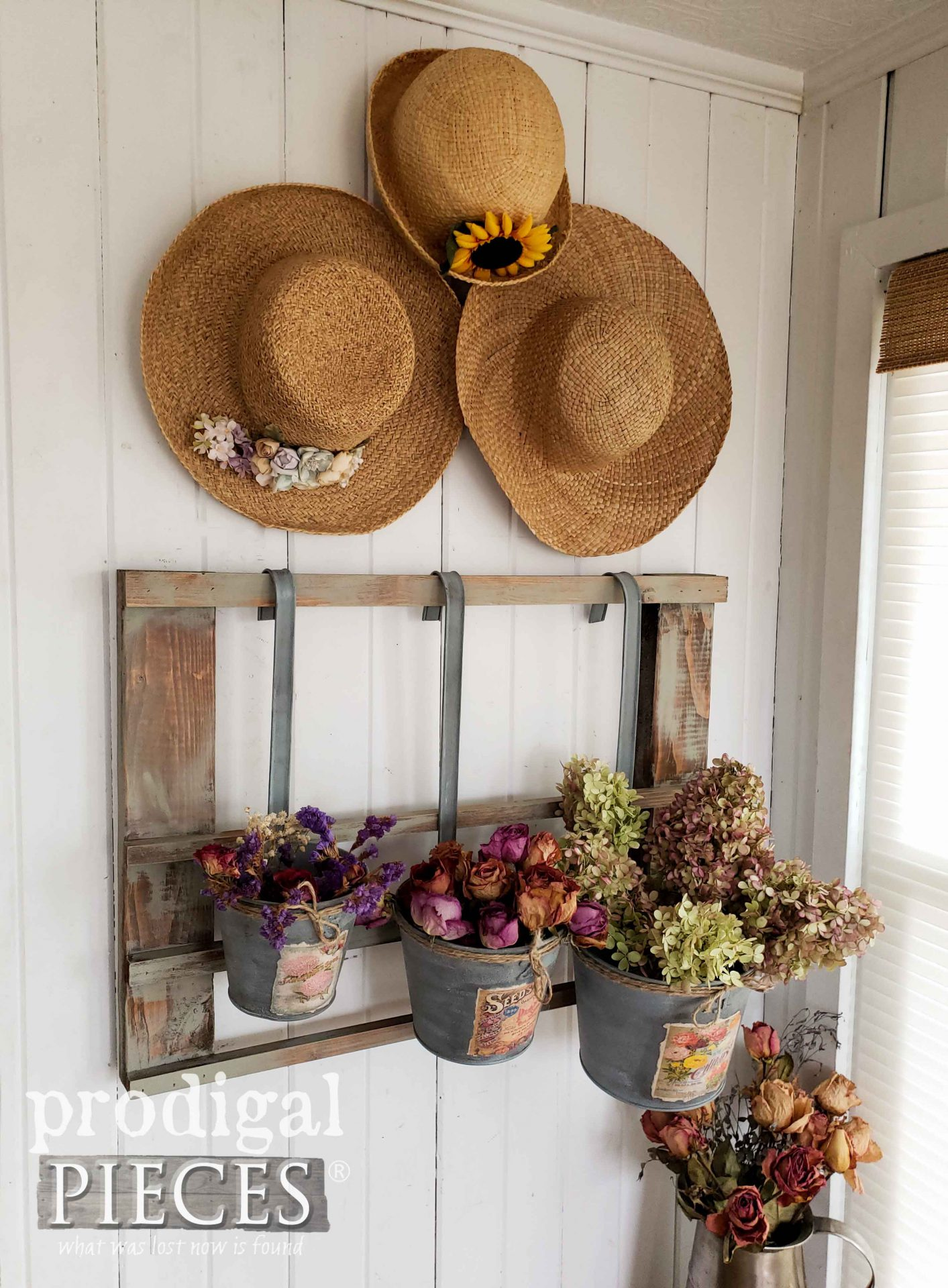 Simple Farmhouse Decor by Larissa of Prodigal Pieces | prodigalpieces.com #prodigalpieces #farmhouse #diy #home #homedecor
