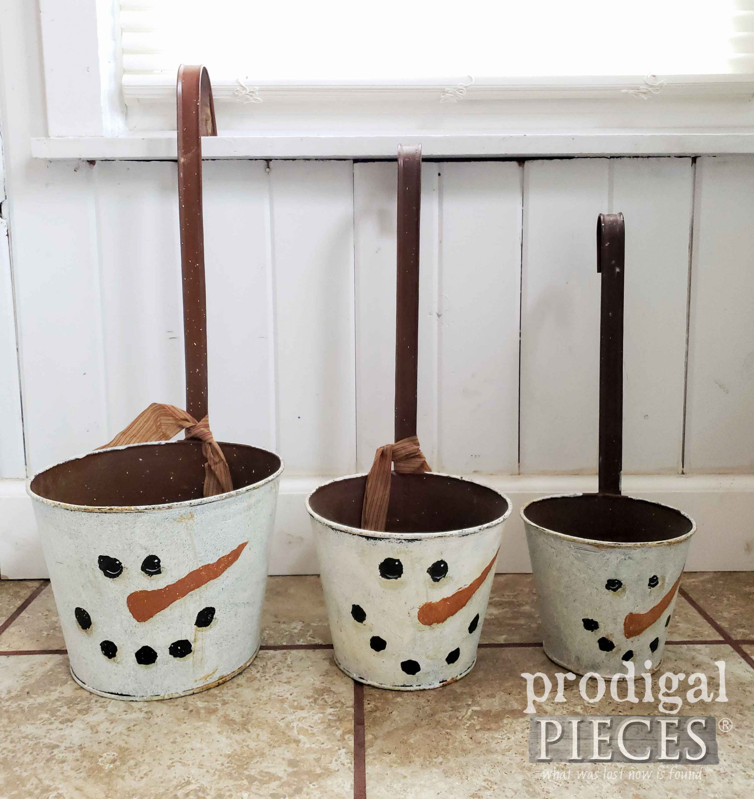 Snowman Winter Decor Before Upcycled Fun by Larissa of Prodigal Pieces | prodigalpieces.com