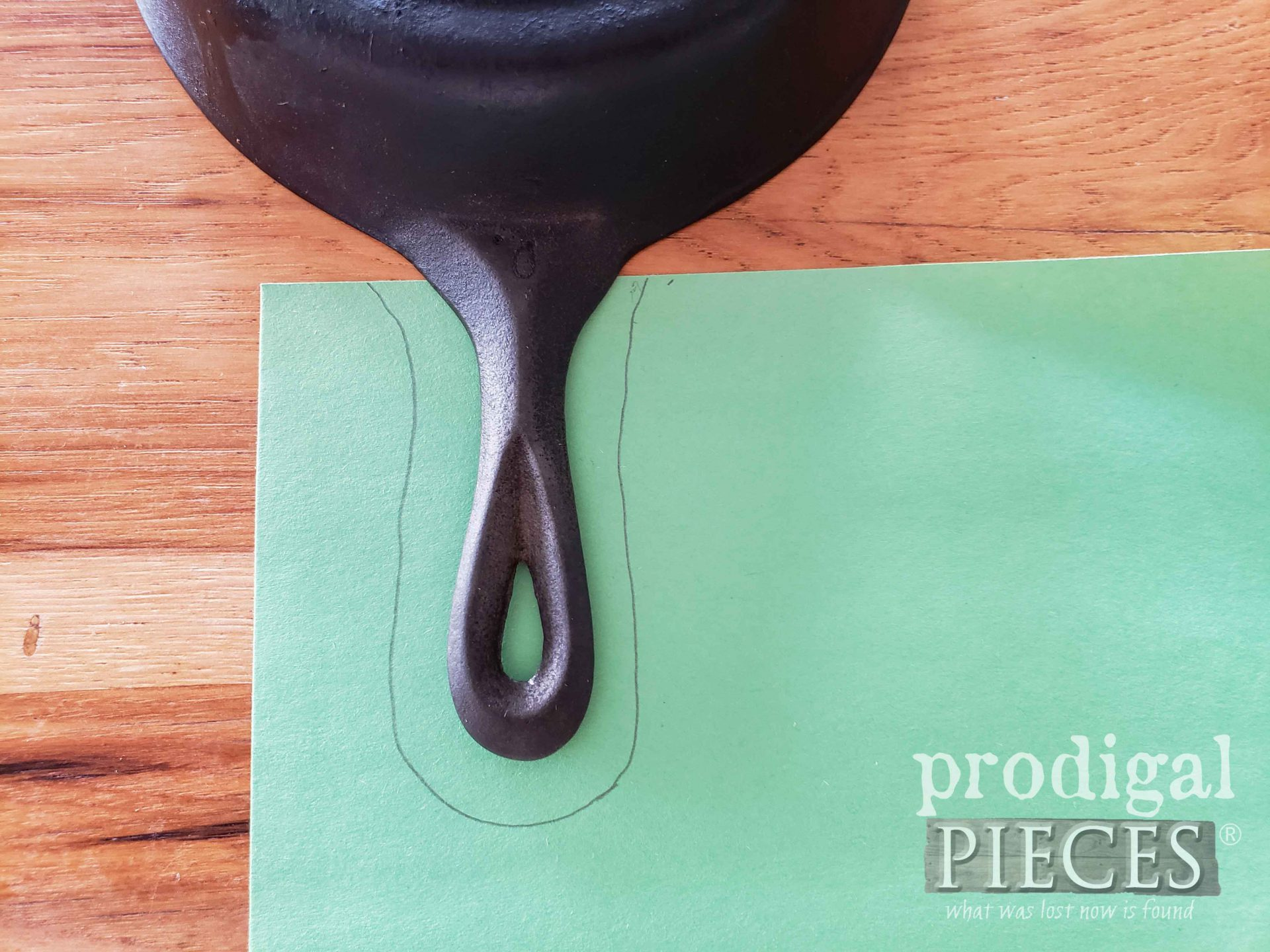 Tracing Cast Iron Skillet for Upcycled Leather Pot Holder | prodigalpieces.com