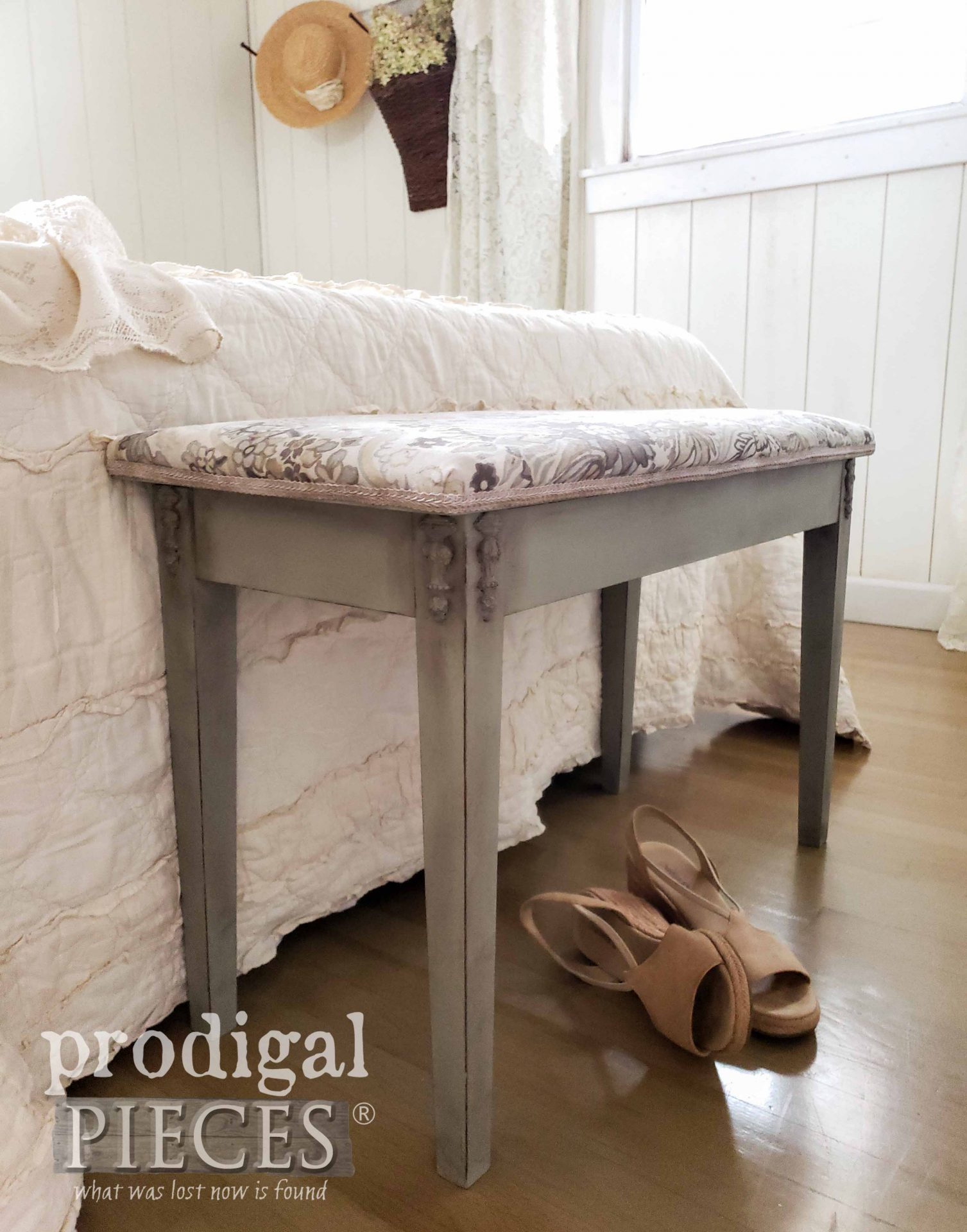 Upholstered Piano Bench Makeover by Larissa of Prodigal Pieces | prodigalpieces.com #prodigalpieces #upholstery #furniture #home #homedecor #bedroom #farmhouse